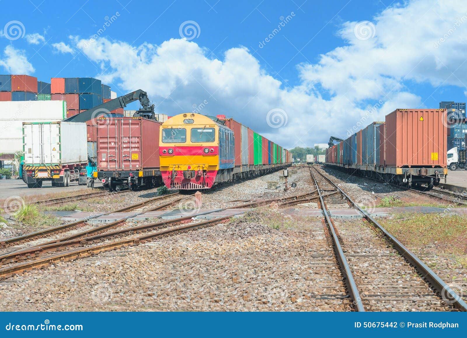 Download 在货物终端的货车船坞的 库存照片. 图片 包括有 拖车, 培训, 运费, 传送, 机车, 维修站, 铁路 - 50675442