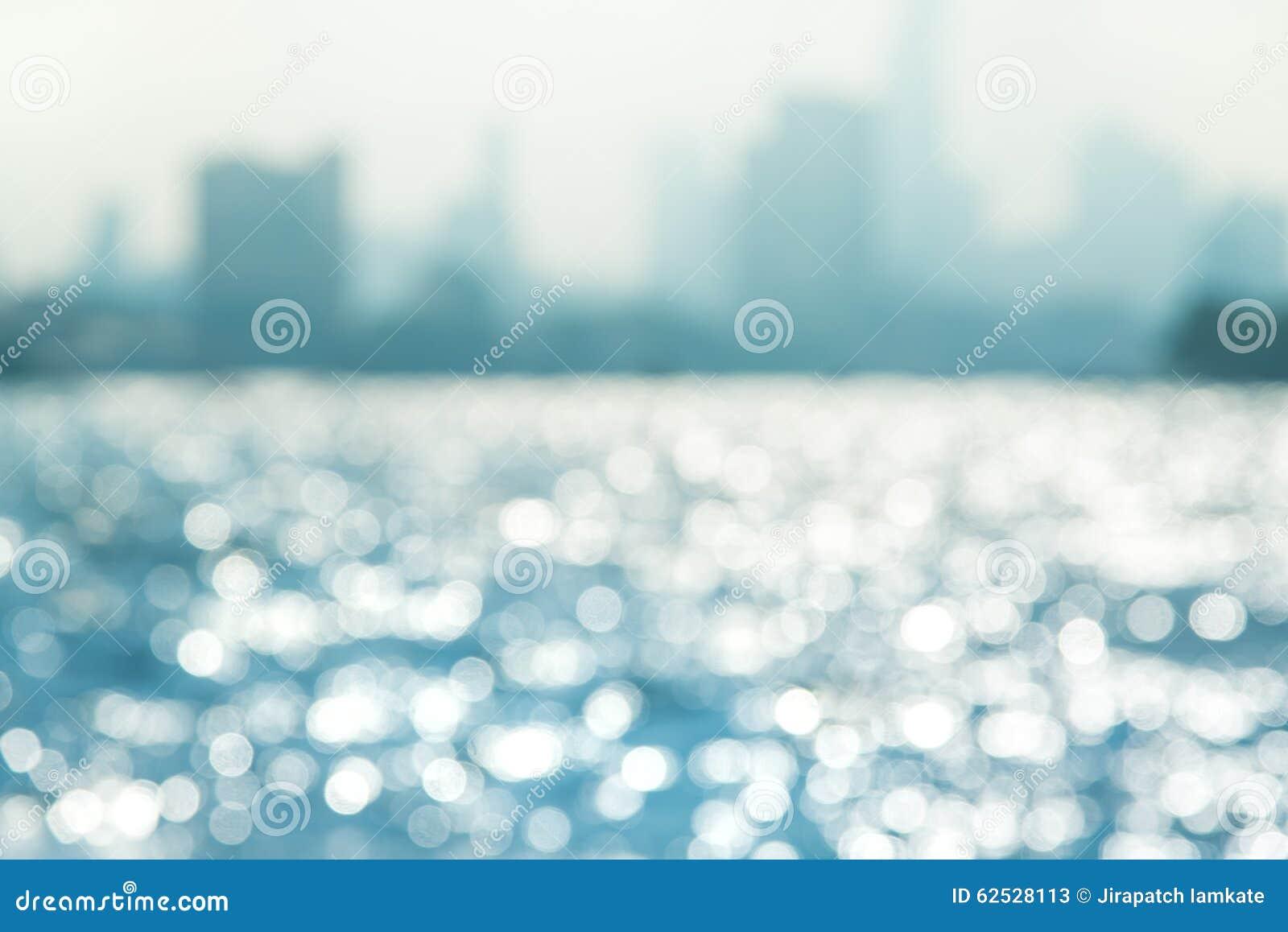 在水的蓝色bokeh
