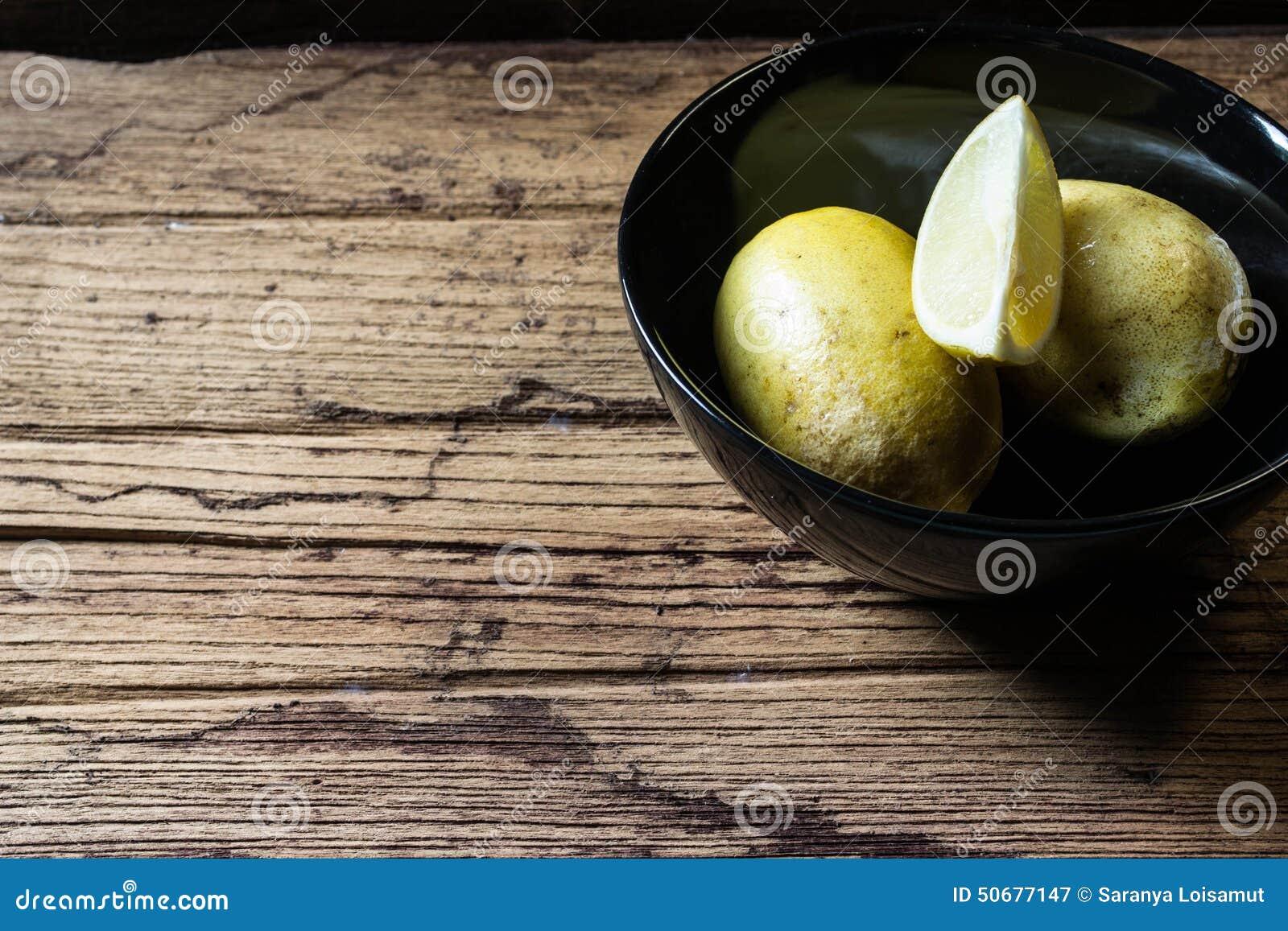 Download 在黑碗的柠檬 库存图片. 图片 包括有 细分市场, 漏洞, 口味, 调味料, 照亮, 医疗, 果子, 通常 - 50677147