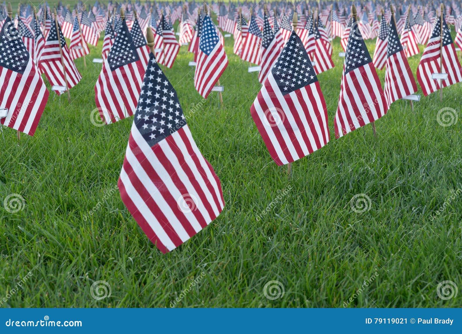 在9/11纪念品的小美国国旗
