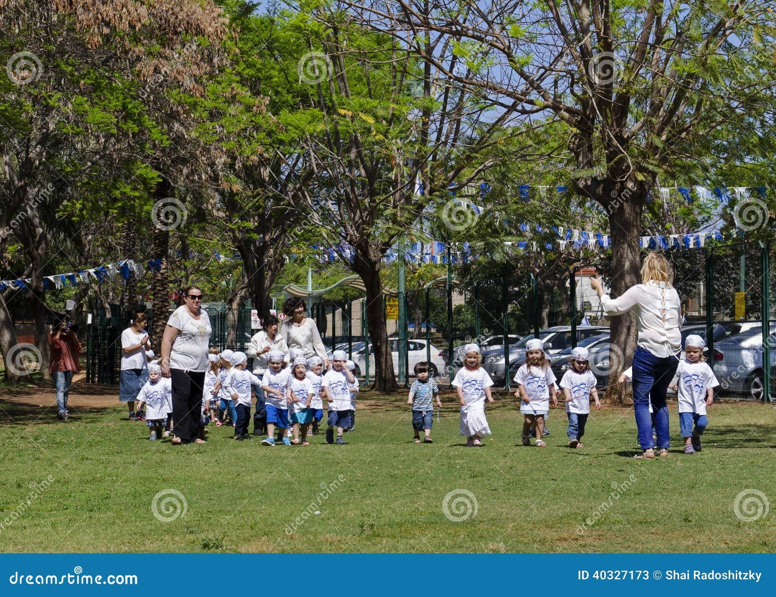 在以色列美国独立日的幼儿园孩子