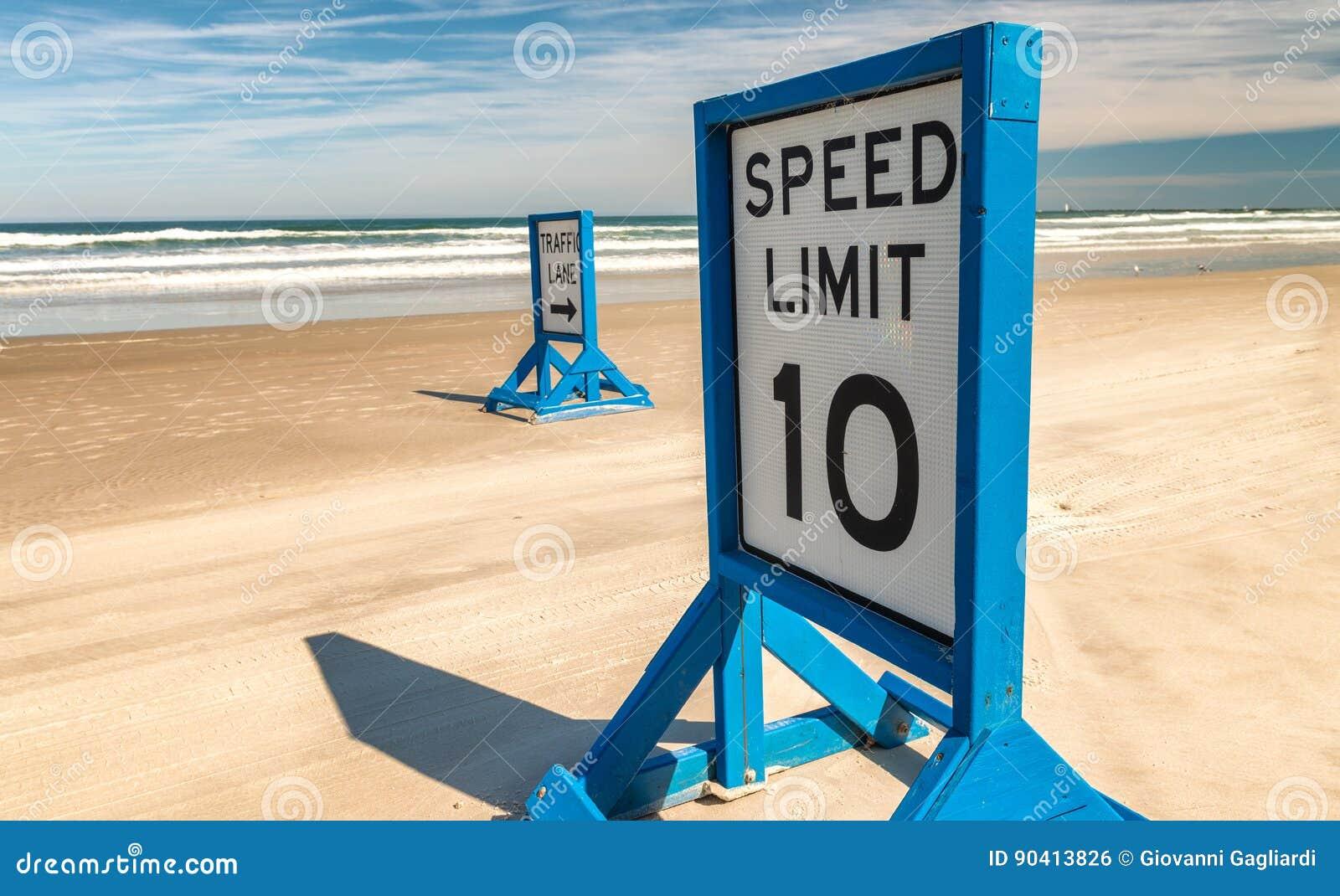 在主要Daytona海滩的路标