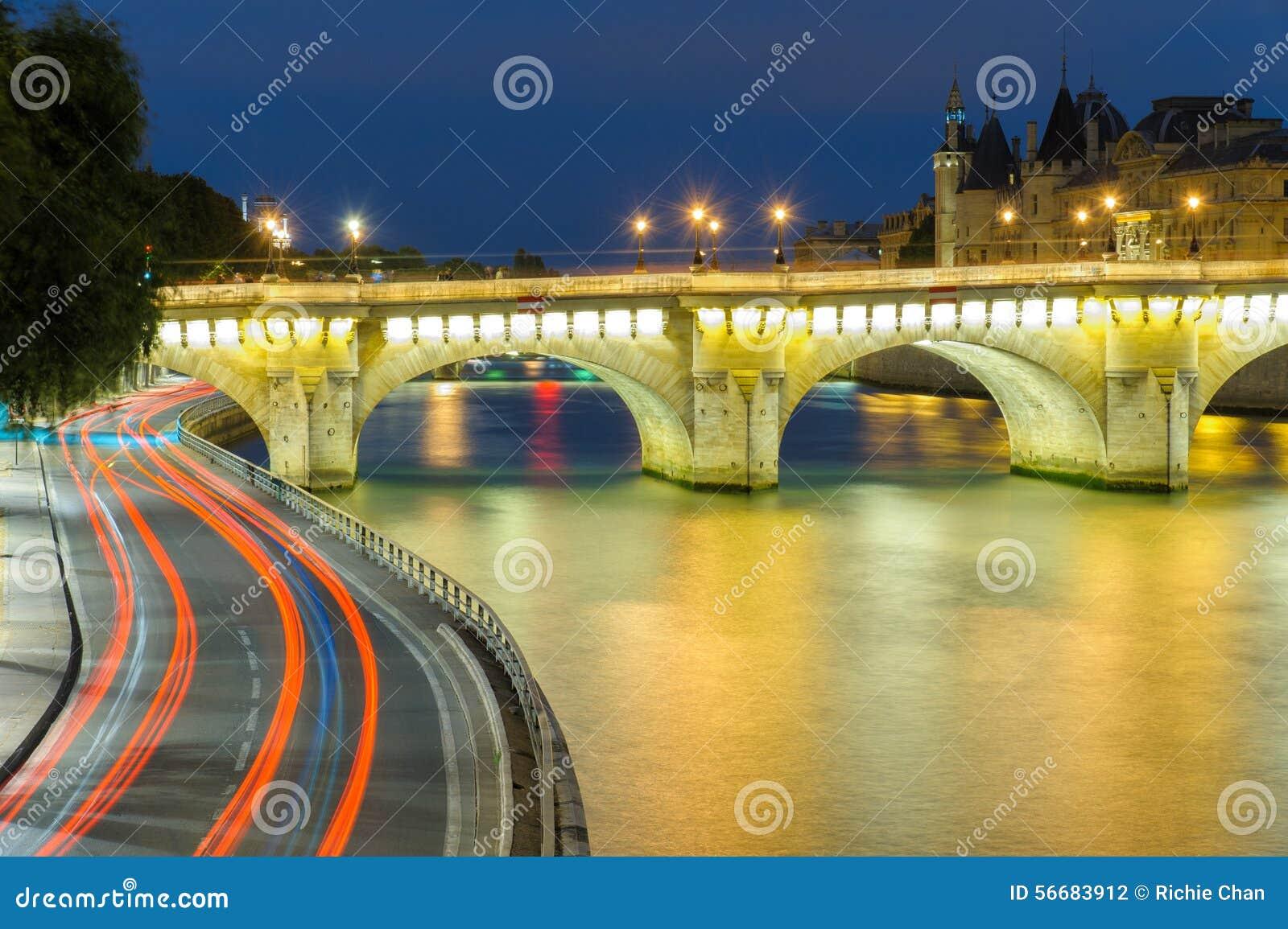 在巴黎ccity的夜场面
