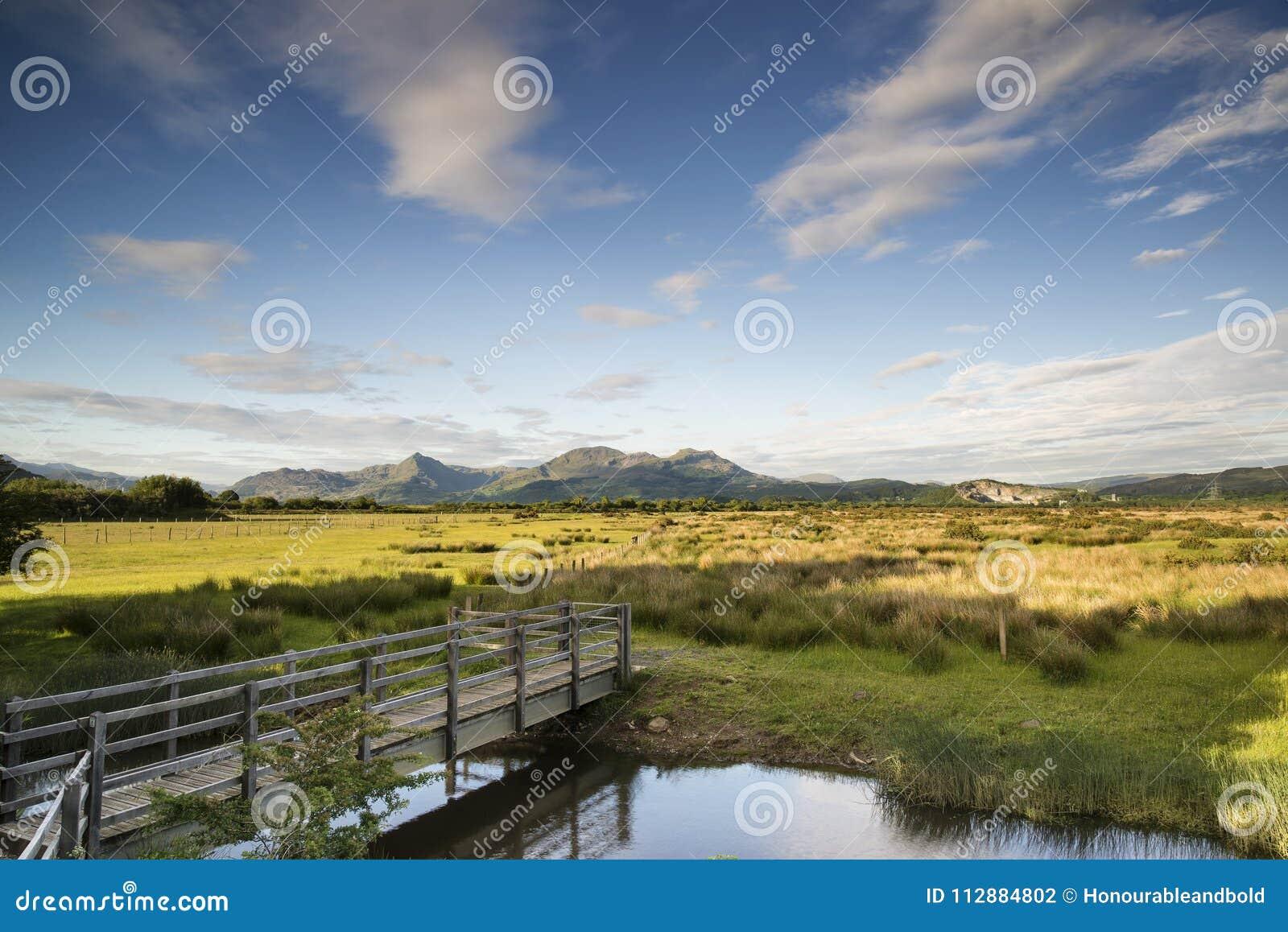 观看a_在a期间,观看看往snowdonia山脉风景