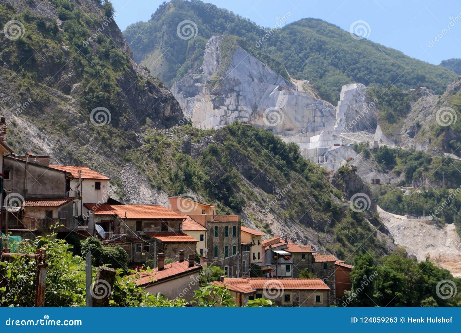 在Alpi Apuane大理石的视域