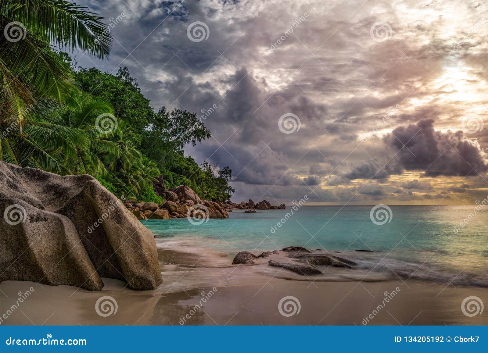 在anse乔其纱, praslin,塞舌尔群岛4的天堂海滩