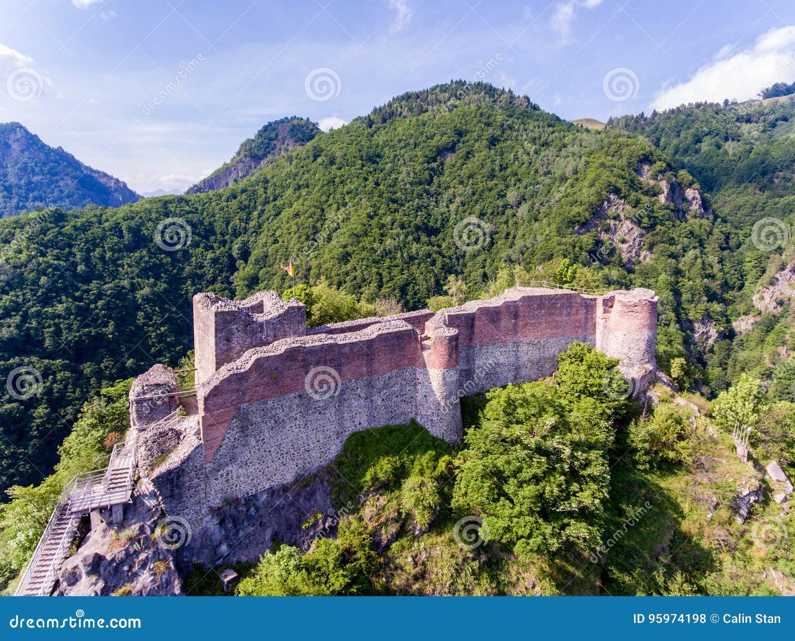 在Arefu附近的Poenari堡垒 弗拉德三世城堡在Transylv