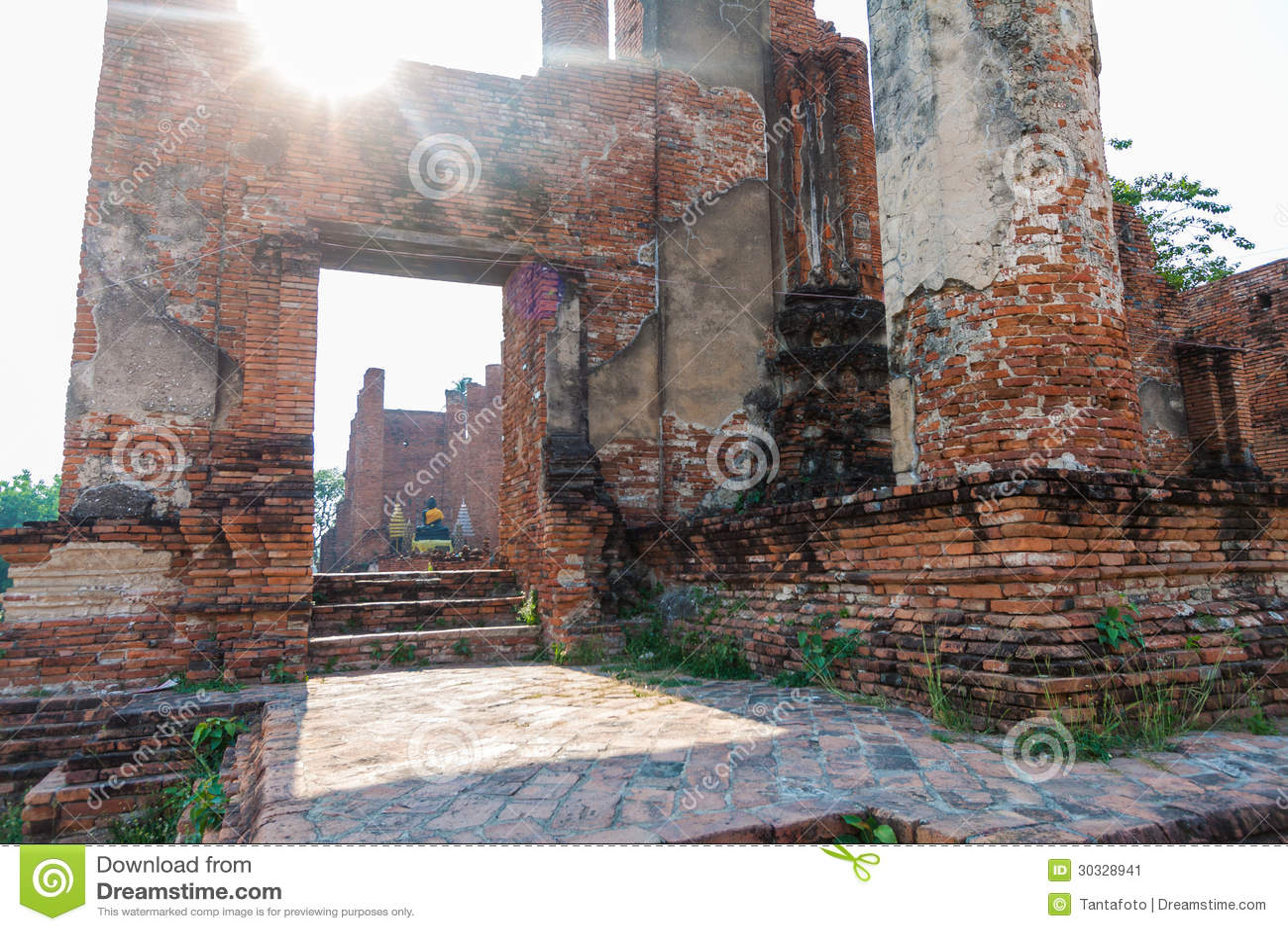 在Ayutthaya历史公园, Wat Thammikarat破坏塔在Ayutthaya,泰国