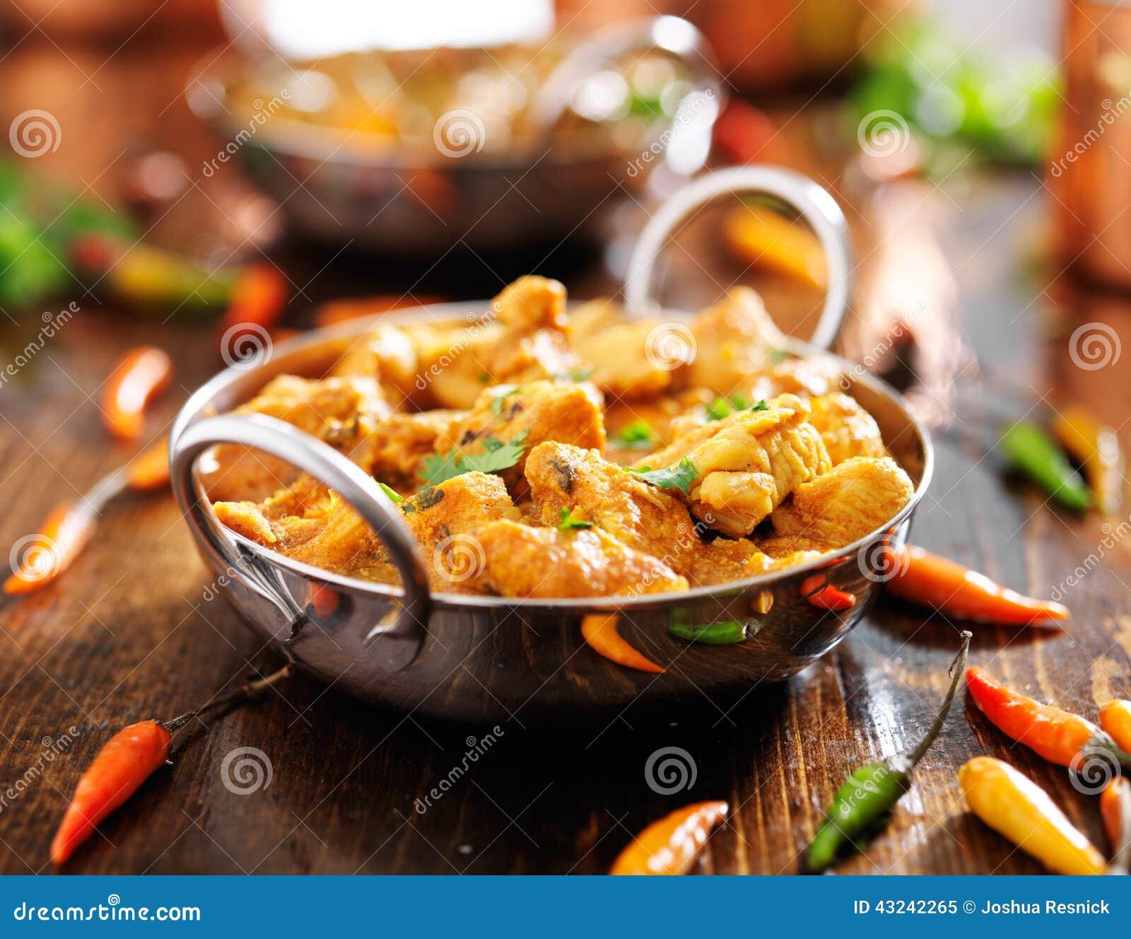在balti盘的印地安鸡咖喱