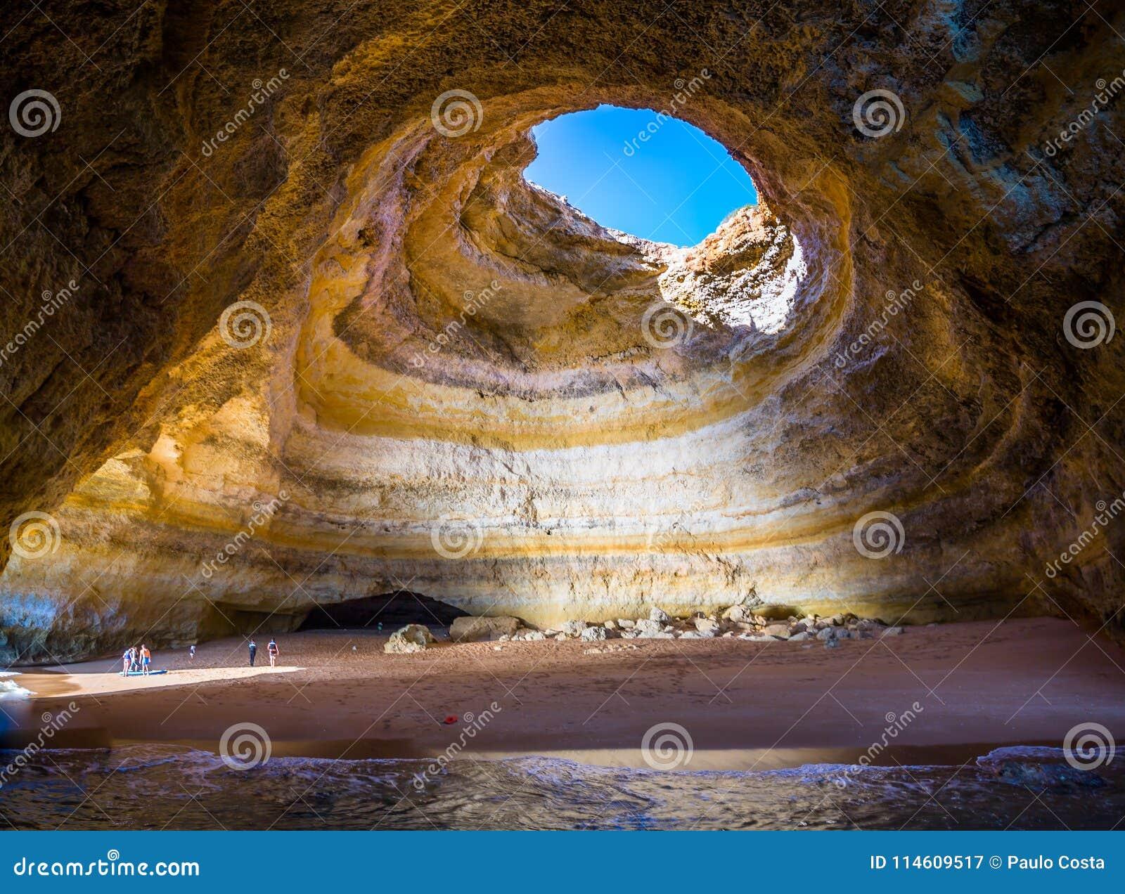 在Benagil海滩的著名海洞在阿尔加威,葡萄牙