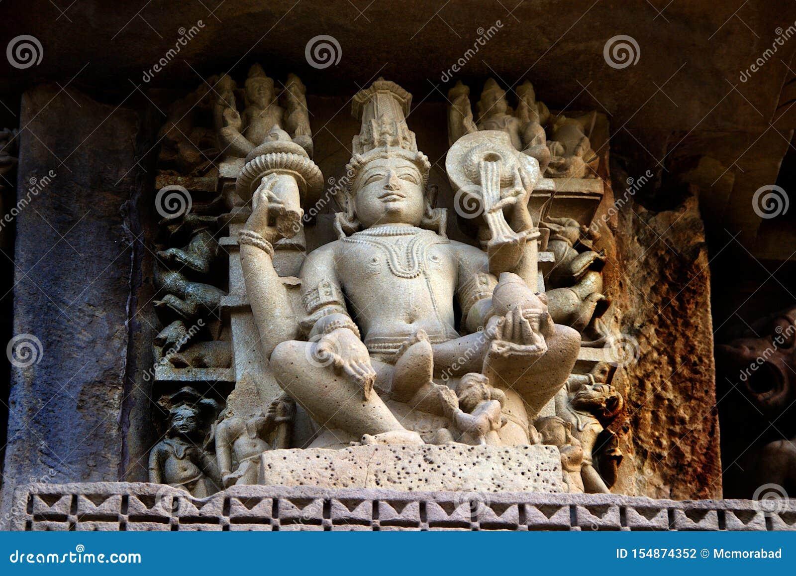 在Chaturbhuj寺庙,克久拉霍的雕塑