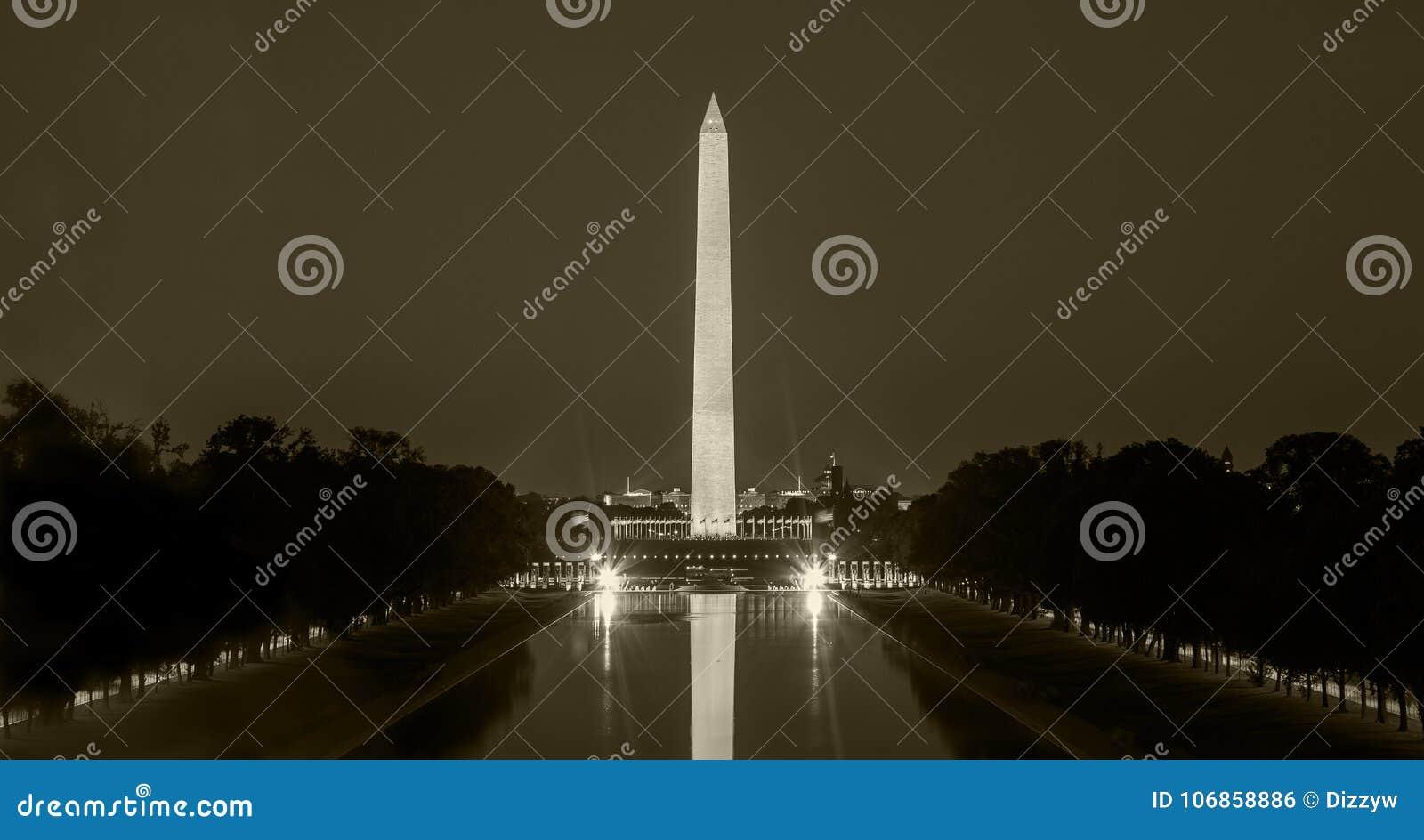 在DC的华盛顿纪念碑在晚上,在乌贼属