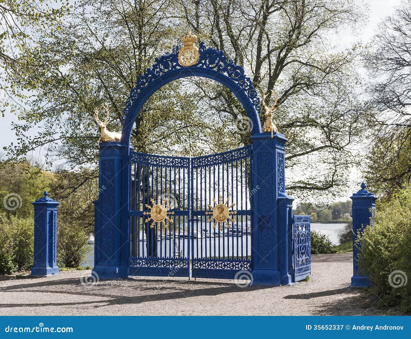 在Djurgarden海岛上的蓝色门
