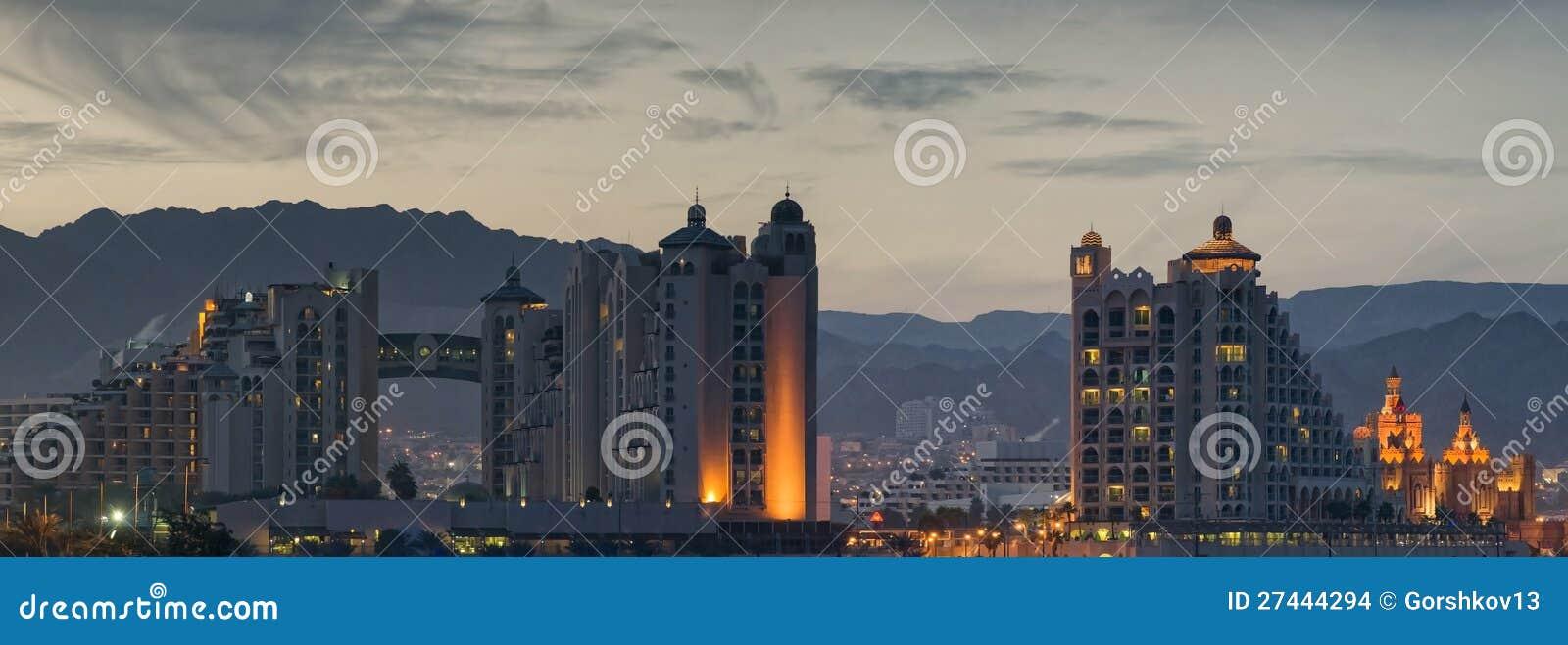 在Eilat度假旅馆的晚上视图