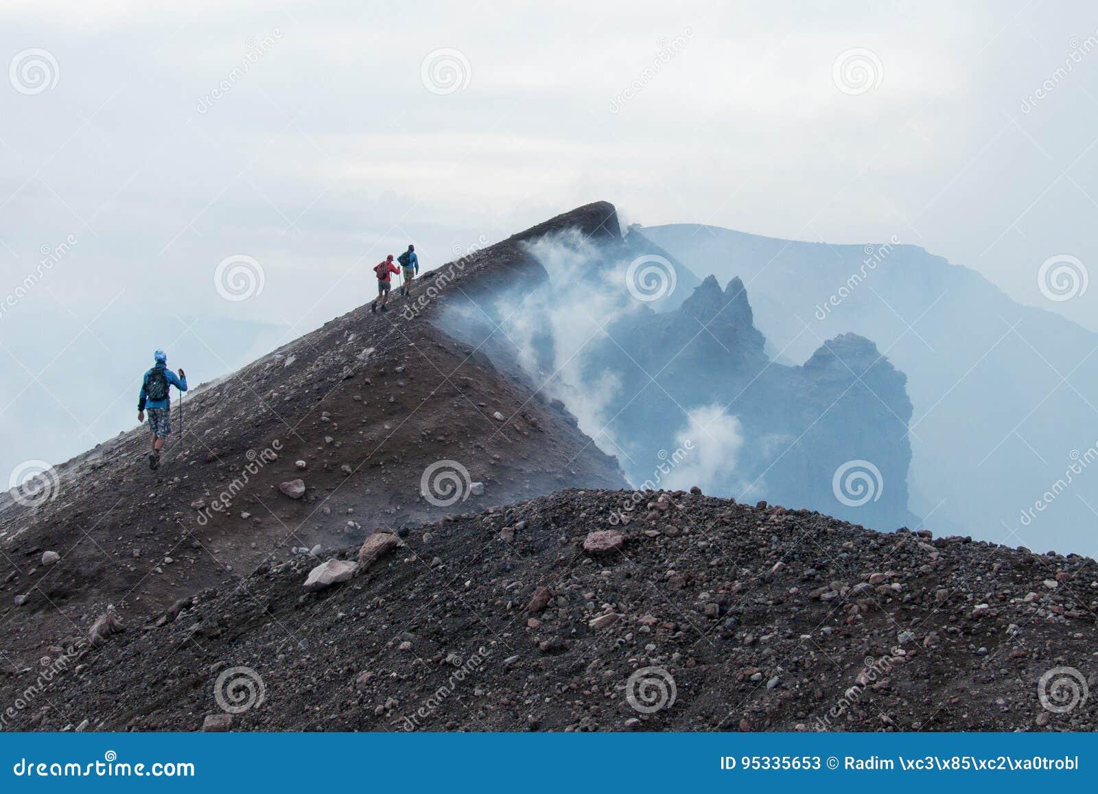 在Etna火山的上面