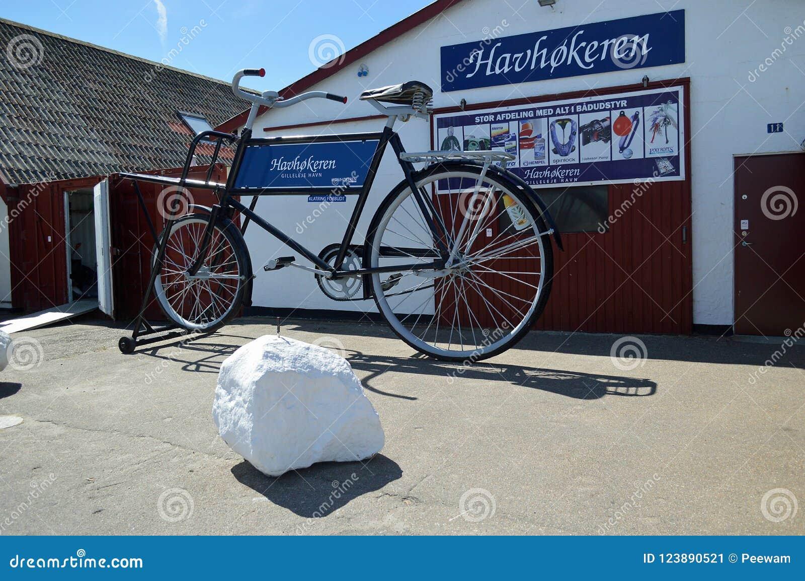 在Gilleleje的硕大自行车