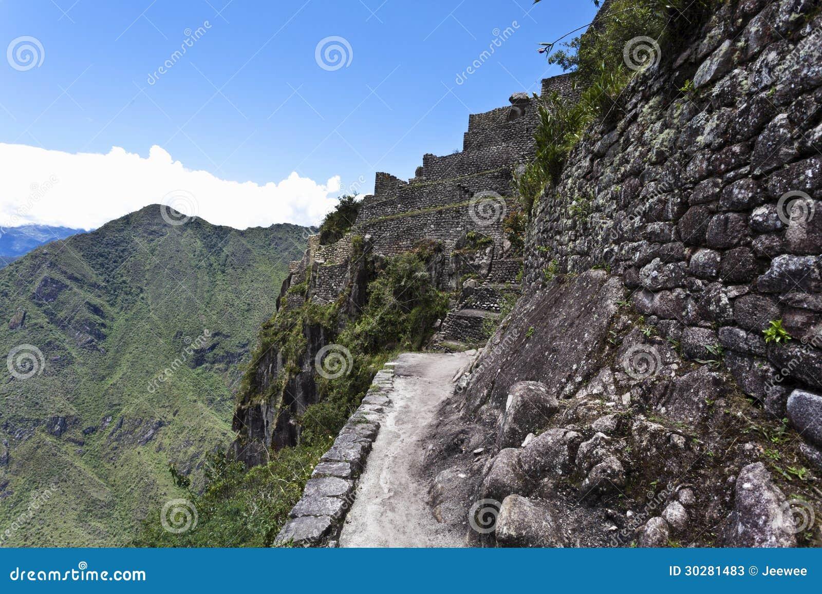 在Huayna Picchu顶部的废墟在秘鲁-南美