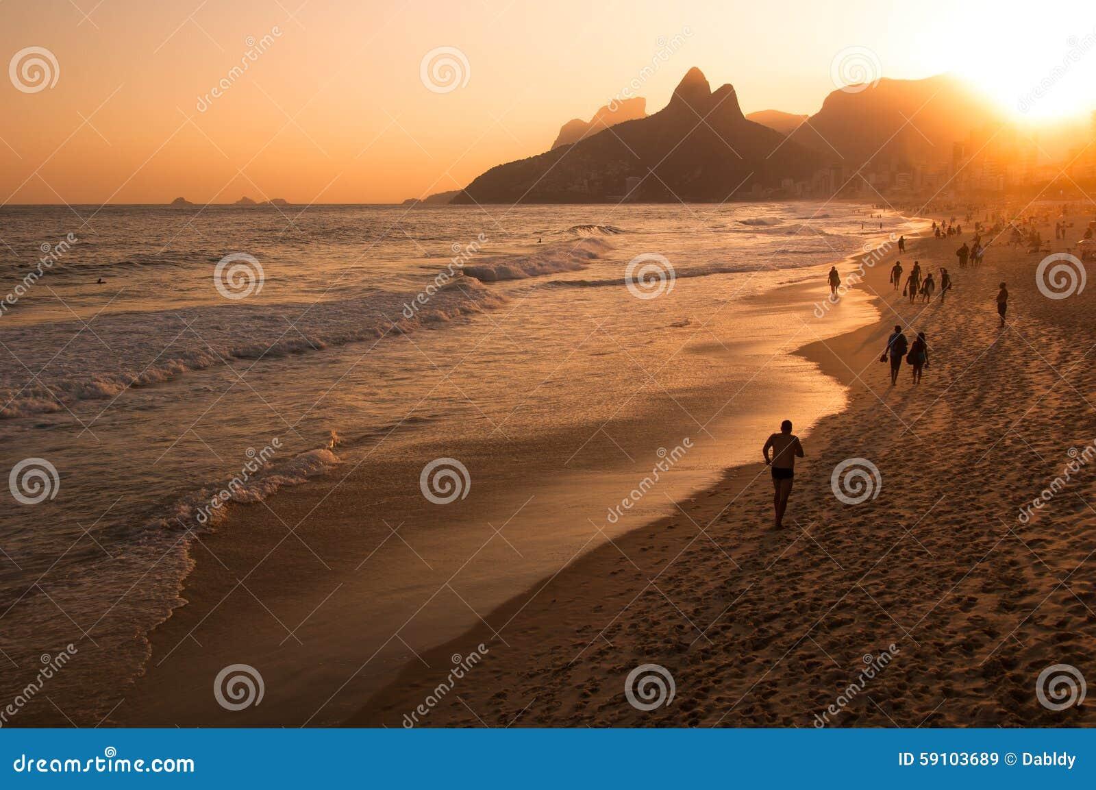 在Ipanema海滩的日落