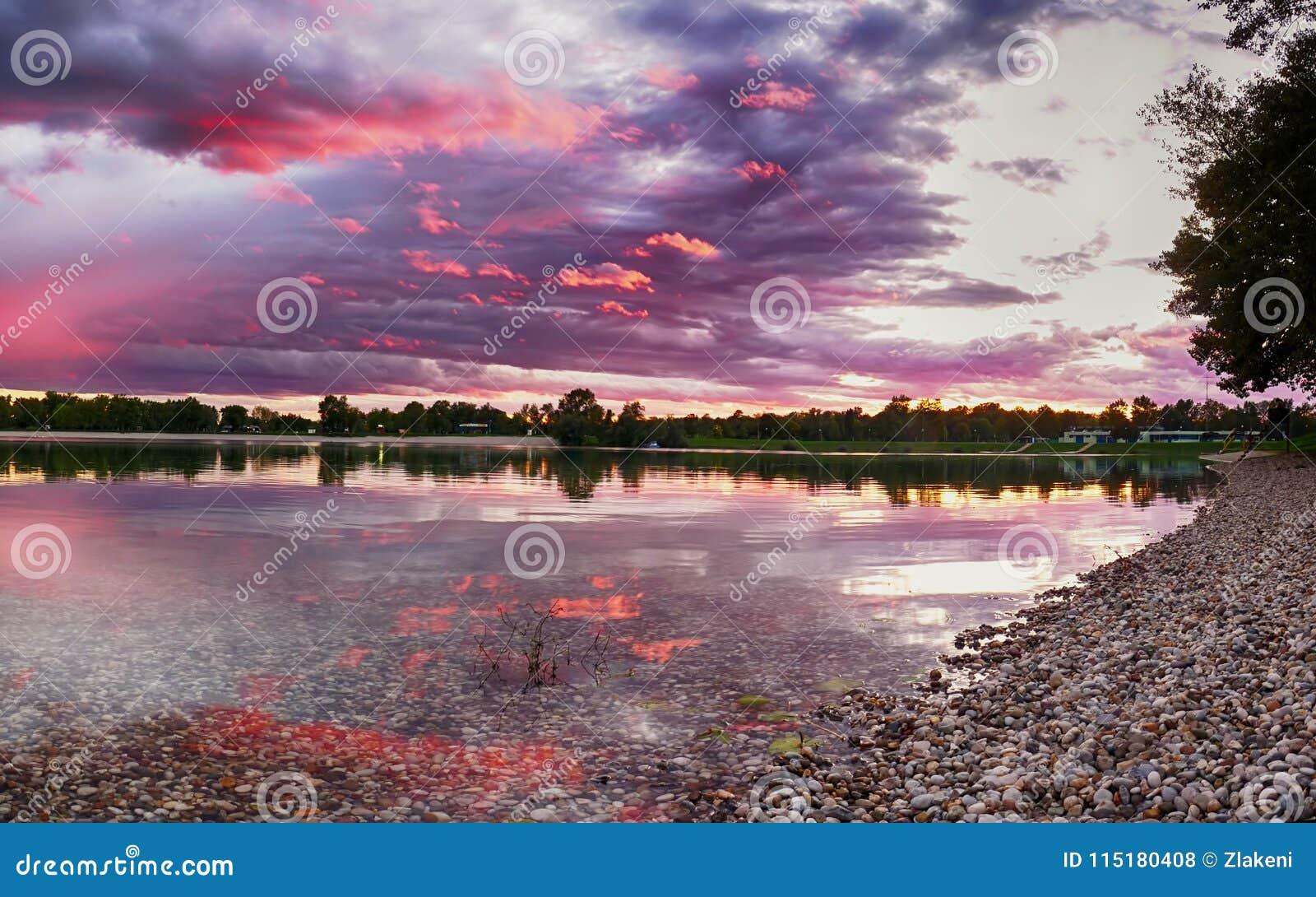 在Jarun湖的日落