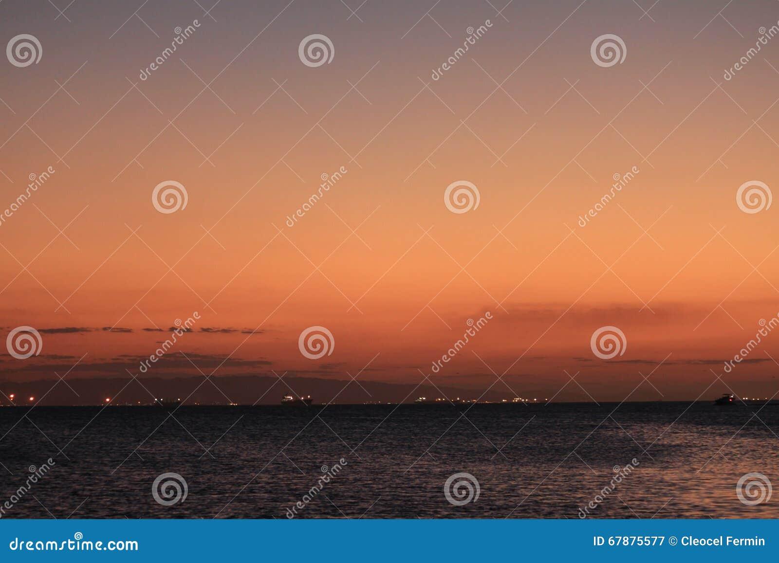 在lecheria el morro,委内瑞拉海滩的美丽和轻地日落