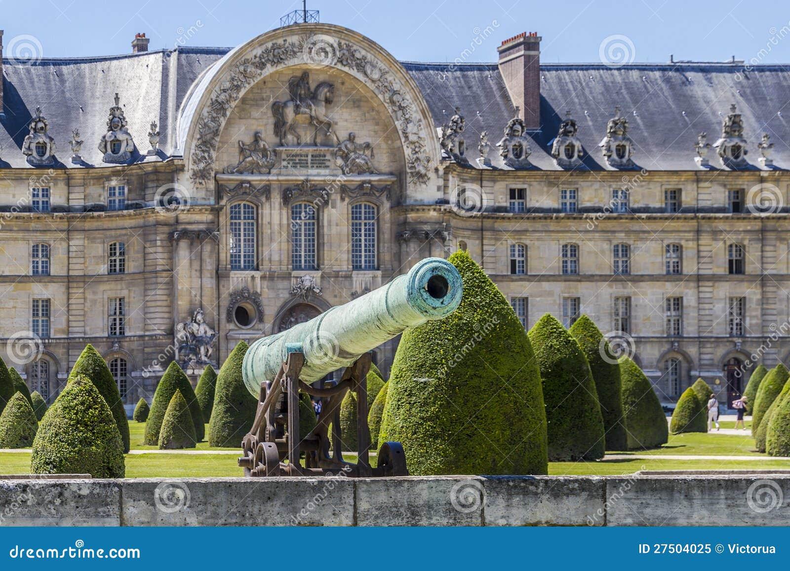 在Les Invalides,巴黎附近的拿破仑似的火炮枪