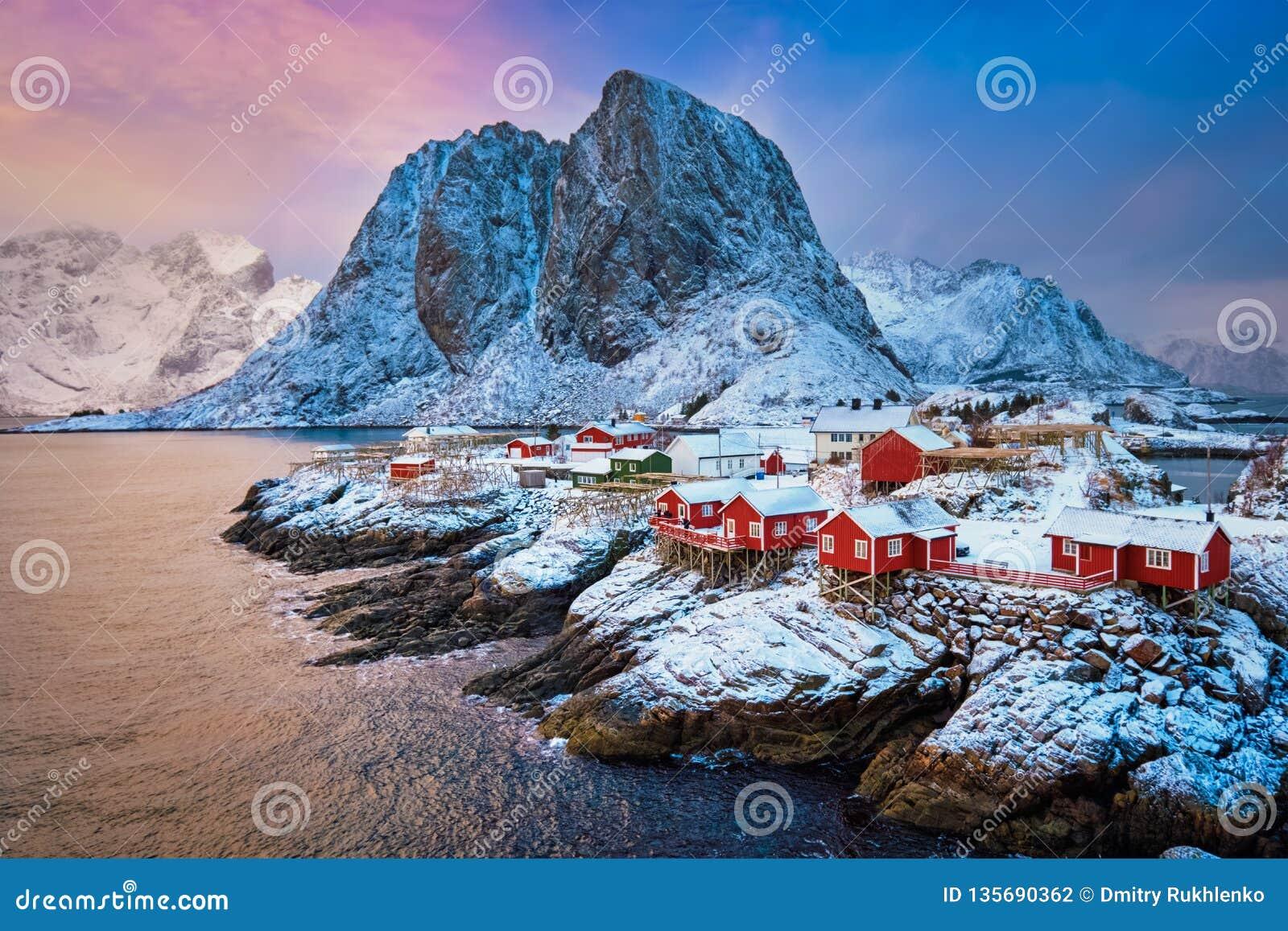 在Lofoten海岛,挪威上的Hamnoy渔村