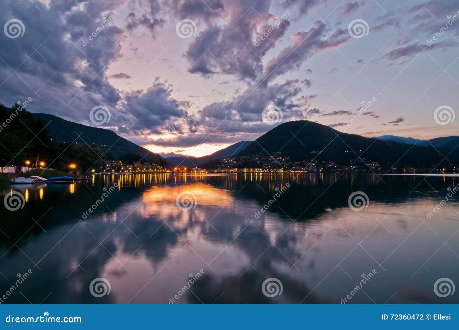 在Lugano湖的日落