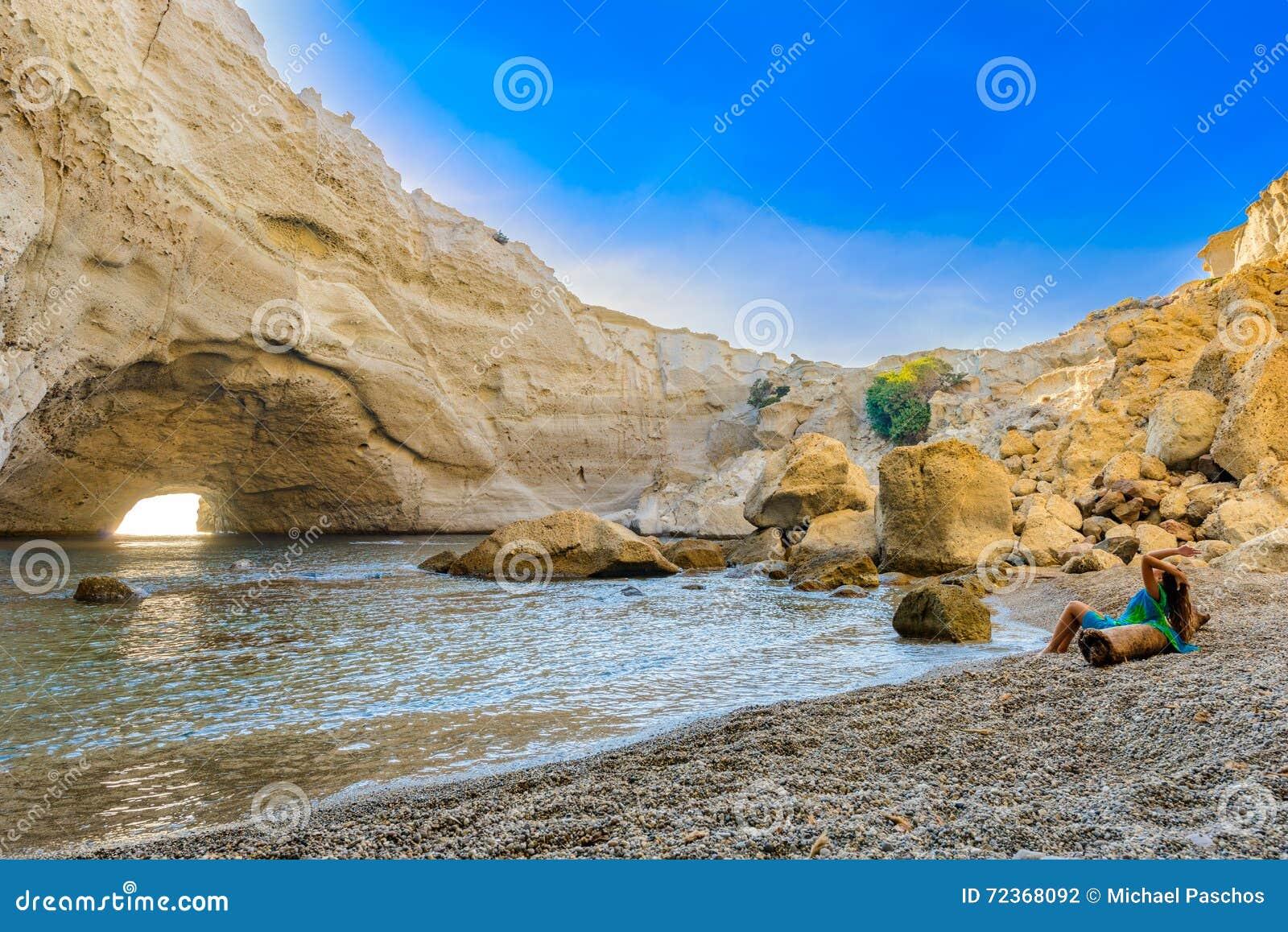 在Melos海岛,希腊的Sykia洞