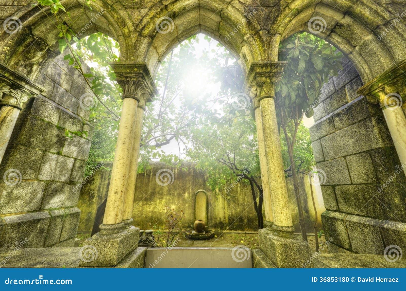 在myst的古老哥特式曲拱。幻想风景