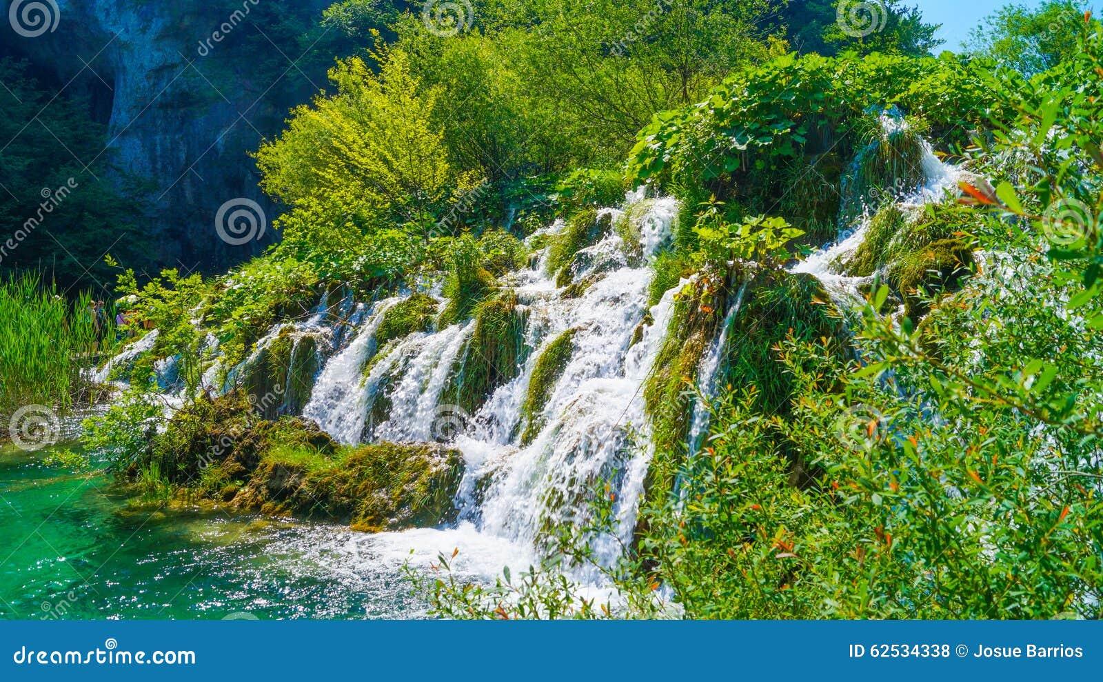 在Plitvice湖6的瀑布