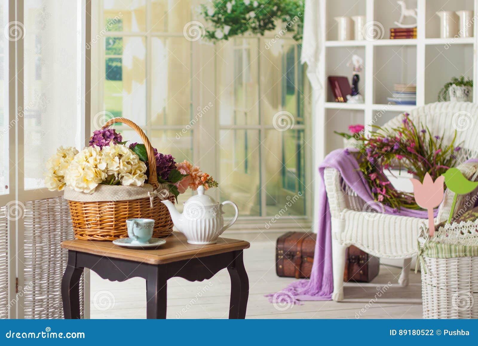 在Provencal样式的内部:家具和装饰