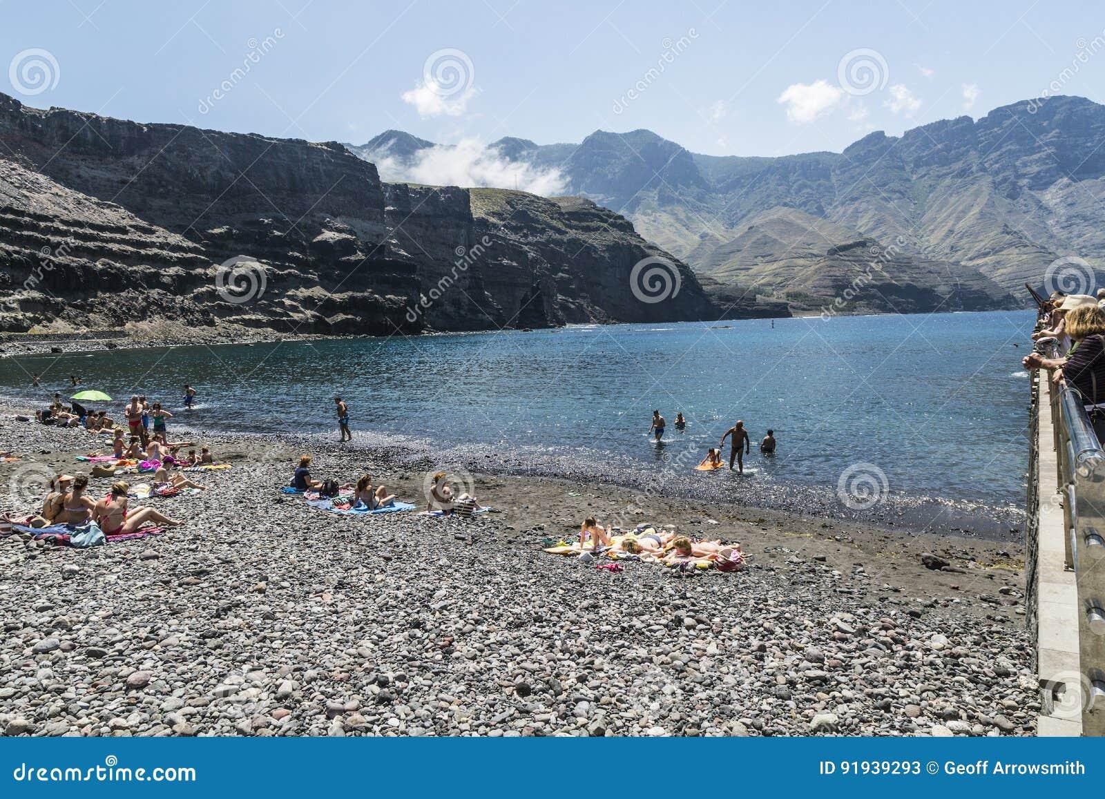 在Puerto de在大加那利岛的las Nieves的有卵石花纹的海滩,