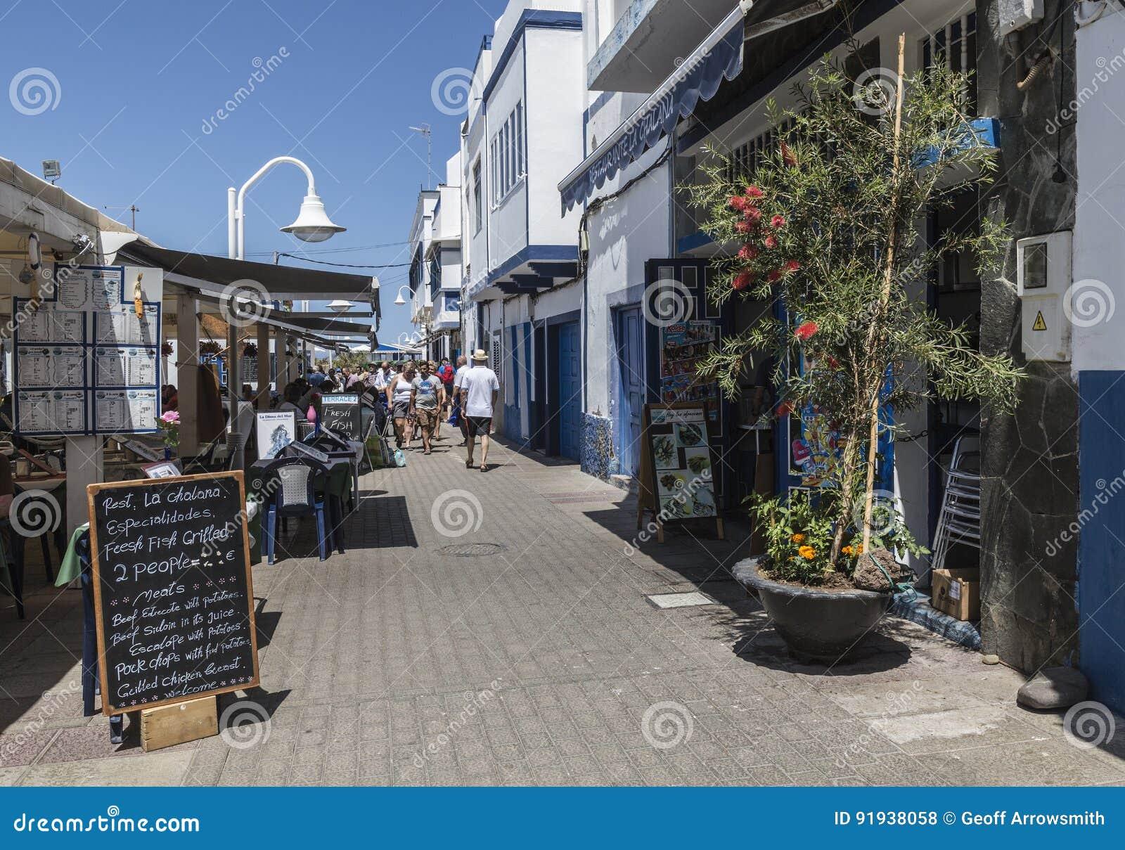 在Puerto de在大加那利岛的las Nieves的主要旅游大道,