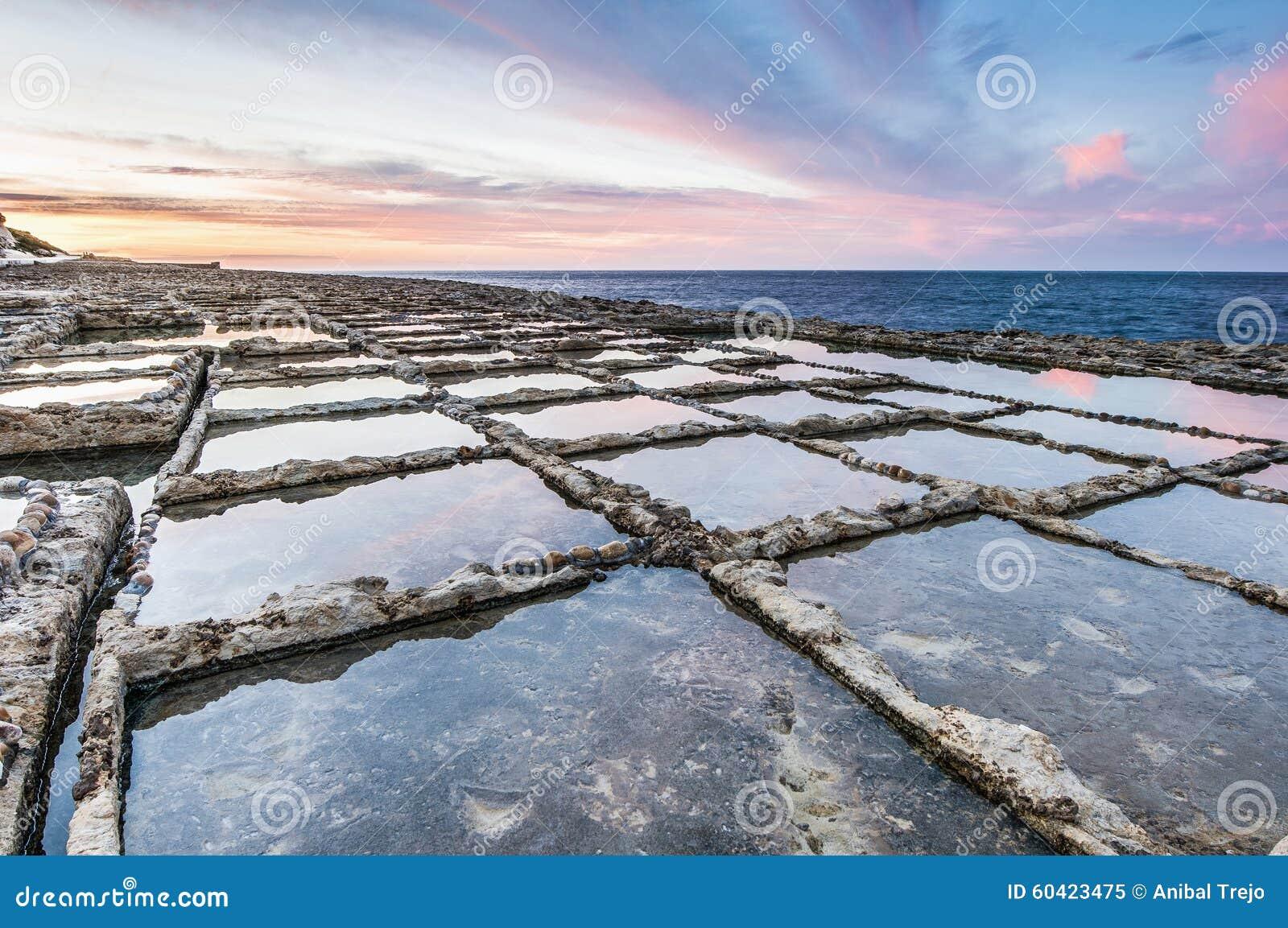 在Qbajjar附近盐溶平底锅在戈佐岛,马耳他