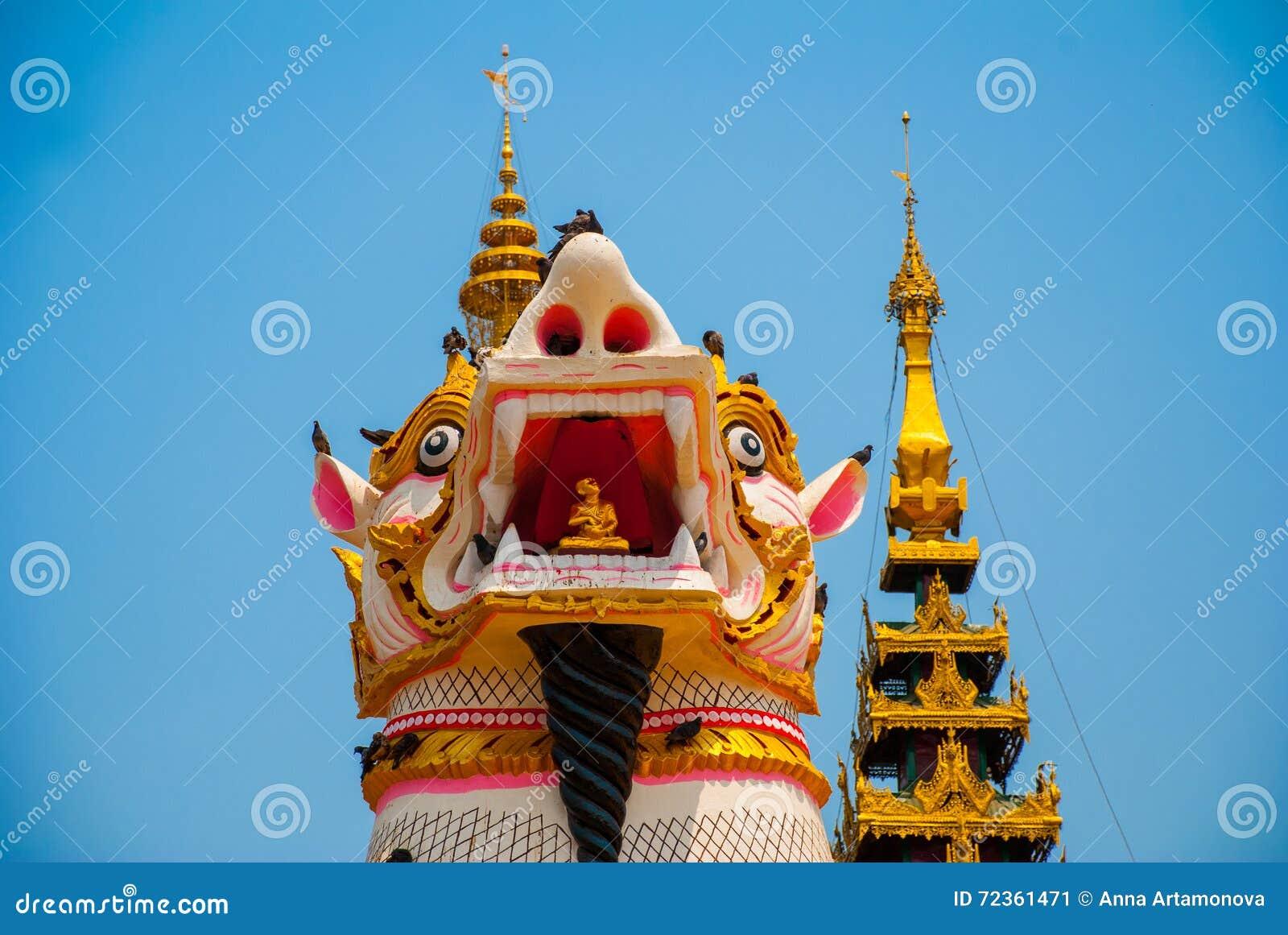 在Shwemawdaw塔的Chinthe,在缅甸的Bago 缅甸