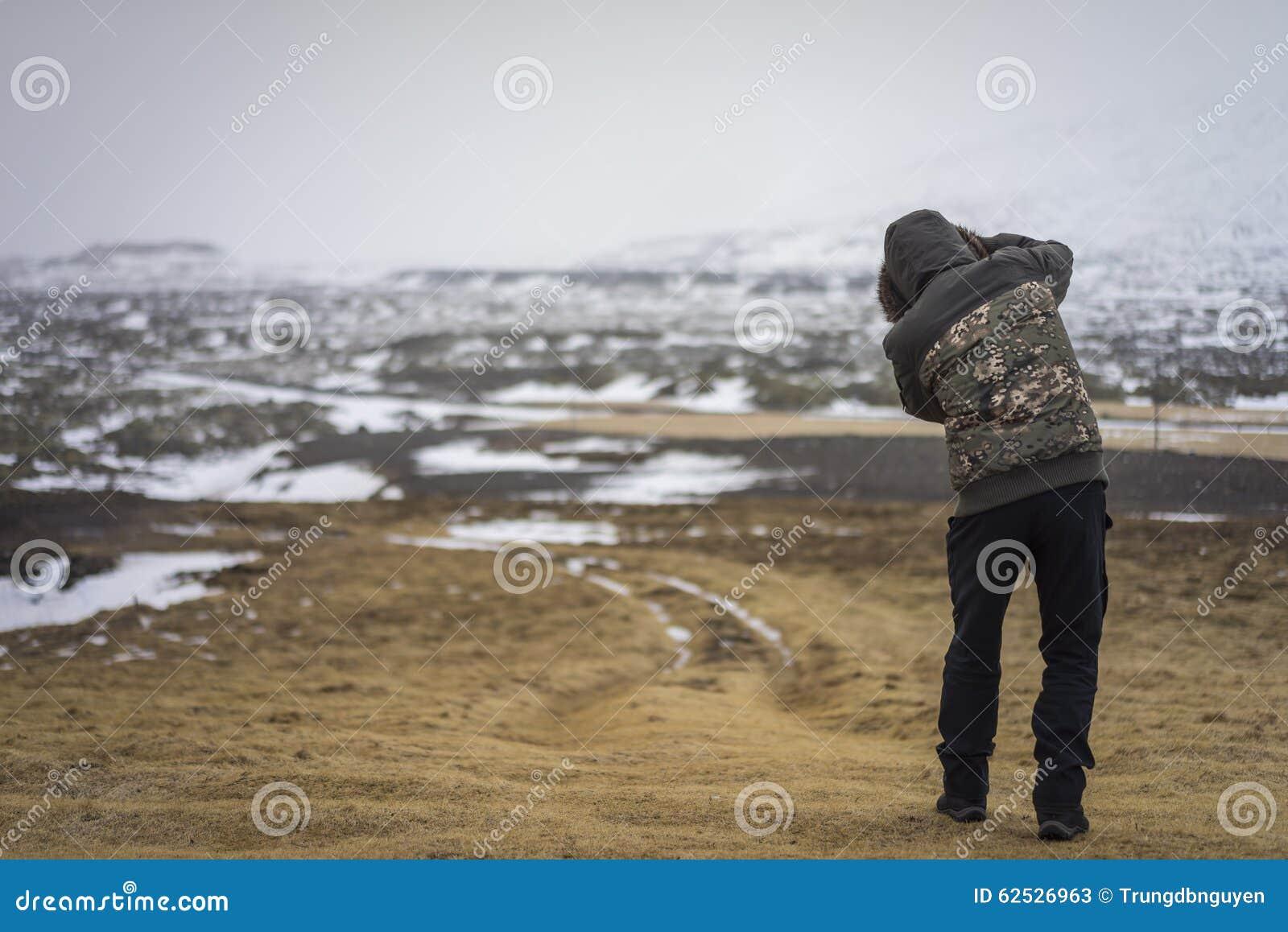 在Snaefellsness半岛,冰岛的Londrangar