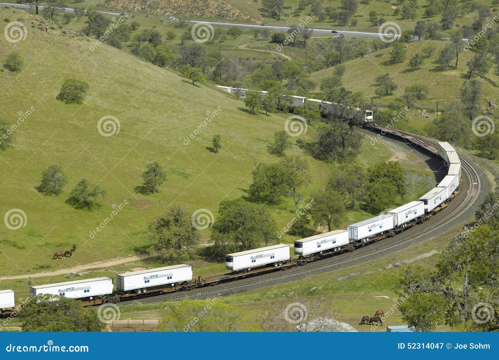 在Tehachapi加利福尼亚附近的Tehachapi火车圈是货车南太平洋铁路的历史的地点