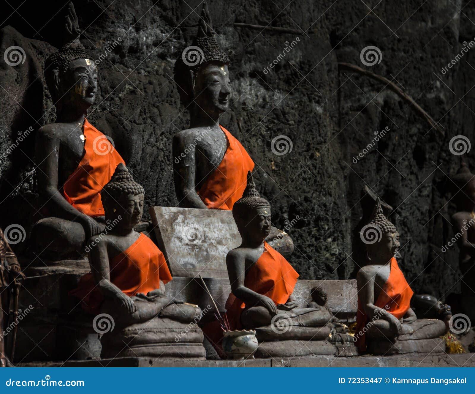 在Tham Khao Luang寺庙,泰国的Buddhas