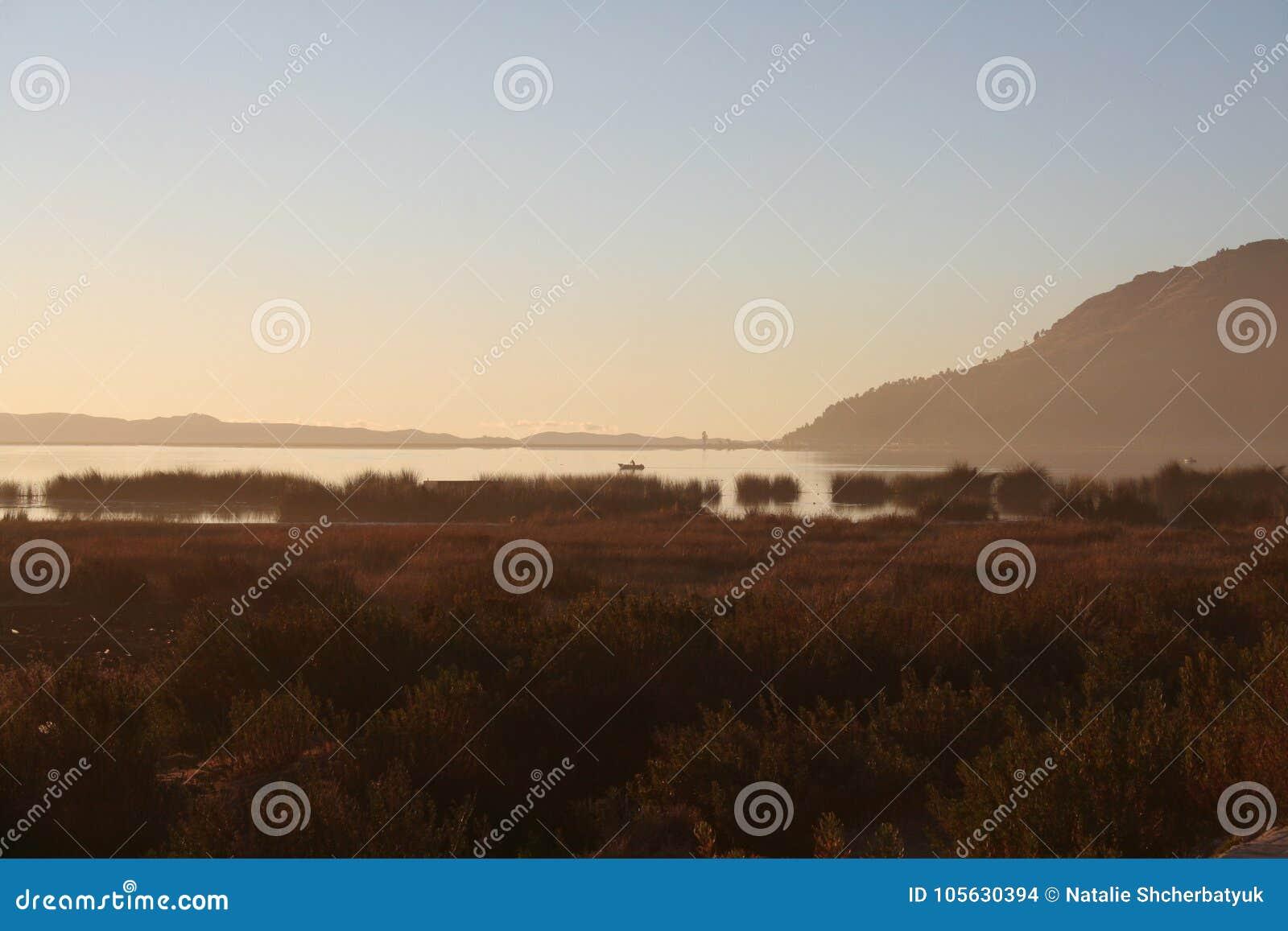 在Titicaca湖的日出