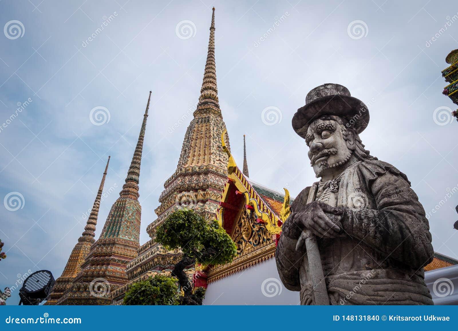 在Wat Phra Chetuphon Wat Pho或Wat Phra Chetuphon Vimolmangklararm Rajwaramahaviharn的中国大雕象
