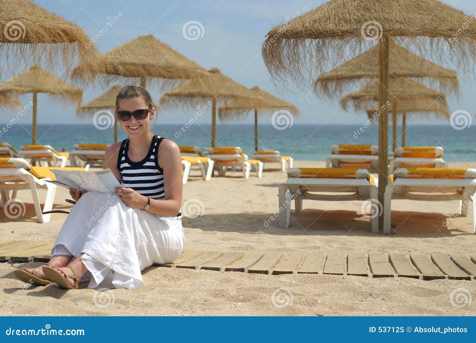 Download 地图判读 库存图片. 图片 包括有 户外, 葡萄牙, 女性, 影子, 水平, 研究, 晒日光浴, 重新创建, 海运 - 537125