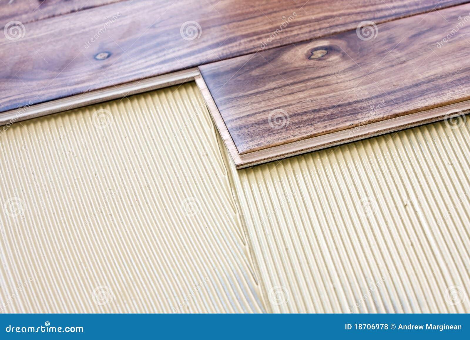 地板胶浆安装的木头