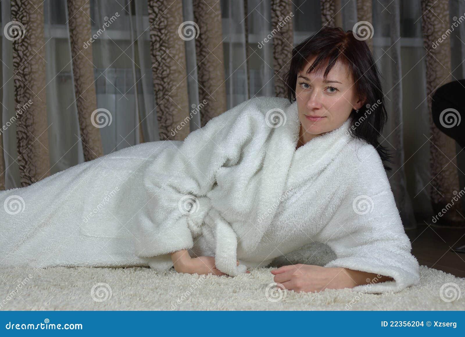 地毯女性位于
