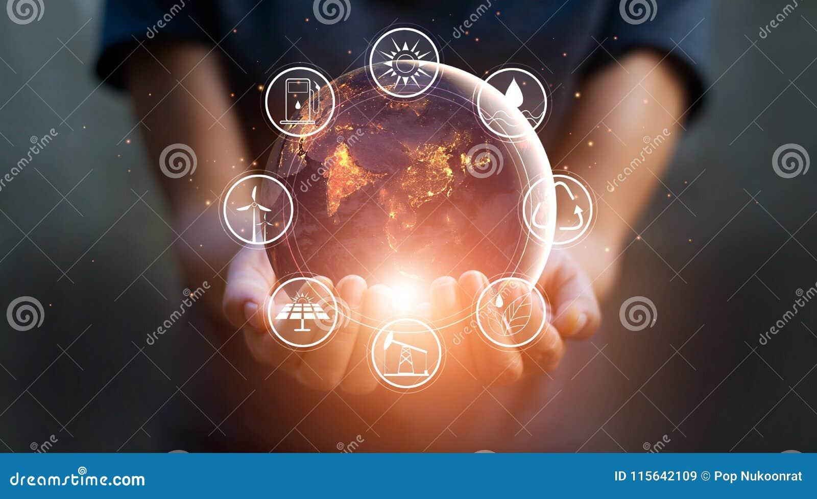 地球在晚上在有能源的人的手上举行
