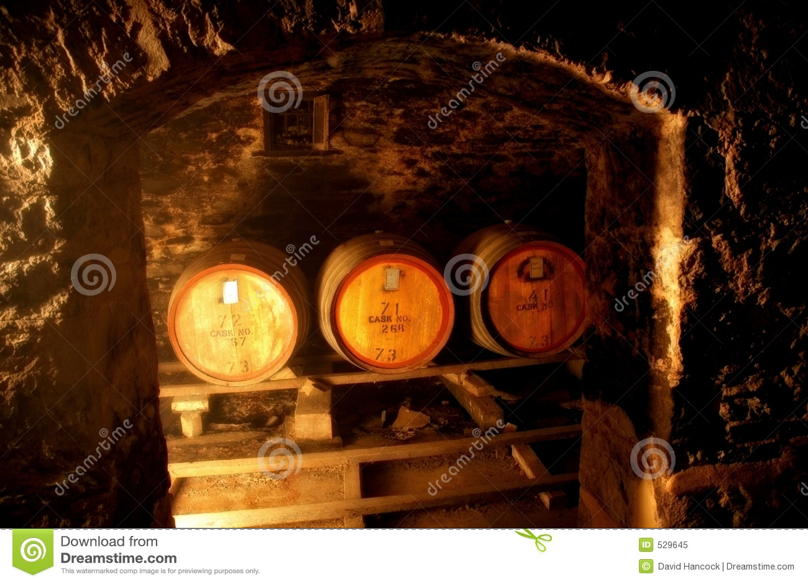 Download 地窖门 库存图片. 图片 包括有 bothy, 种植者, 地窖, 饮料, 地下, 楼层, 大桶, 制造商, 空白 - 529645