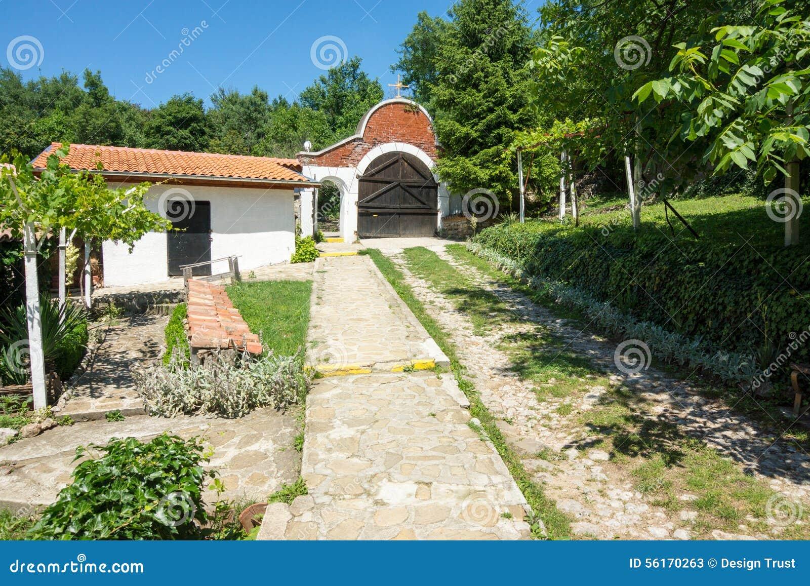 围场在圣尼古拉斯修道院里