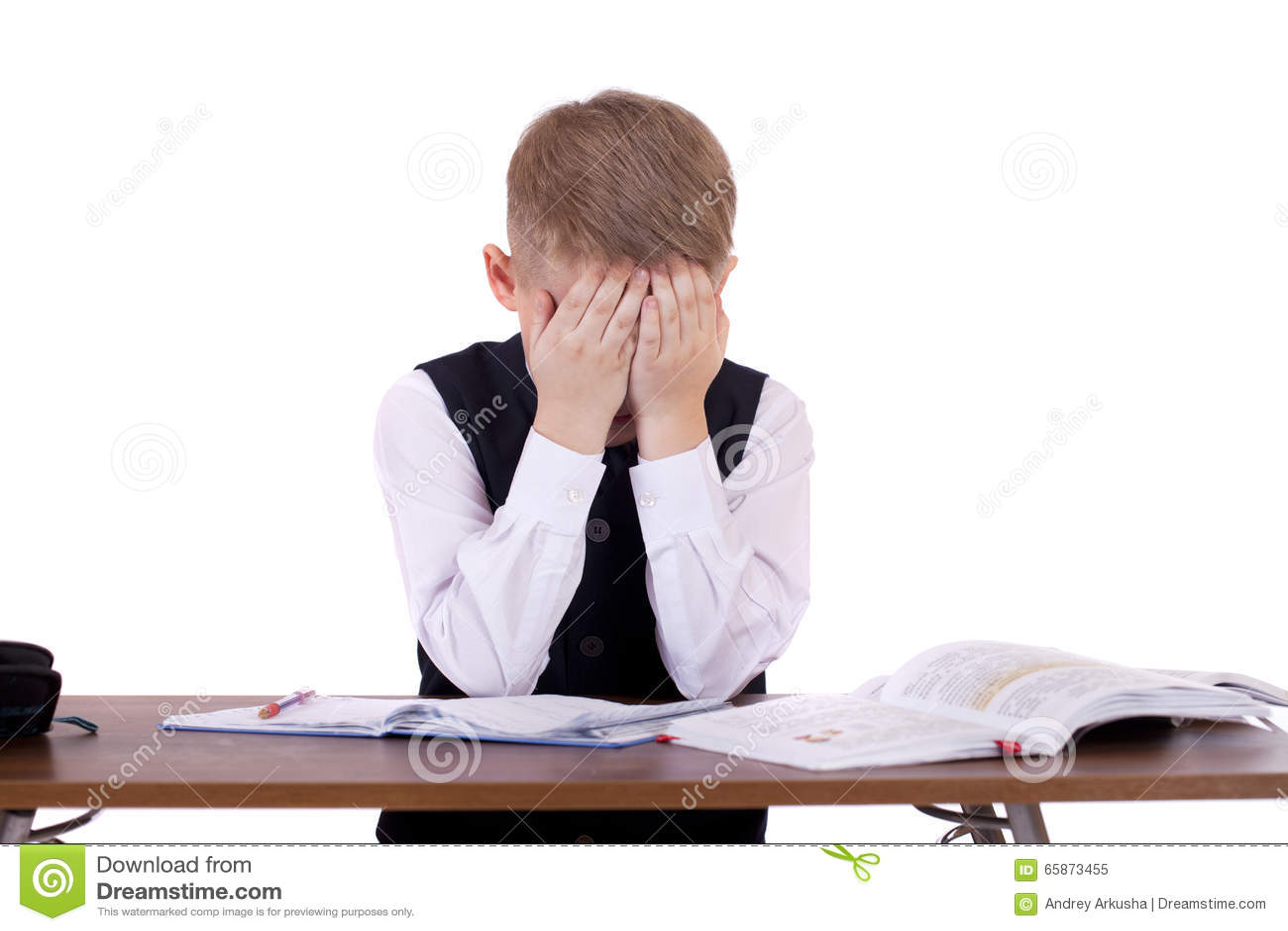 坐在书桌的十年高中学生