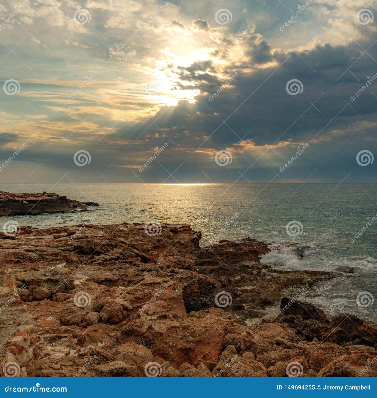 坚固性海岸线和光束