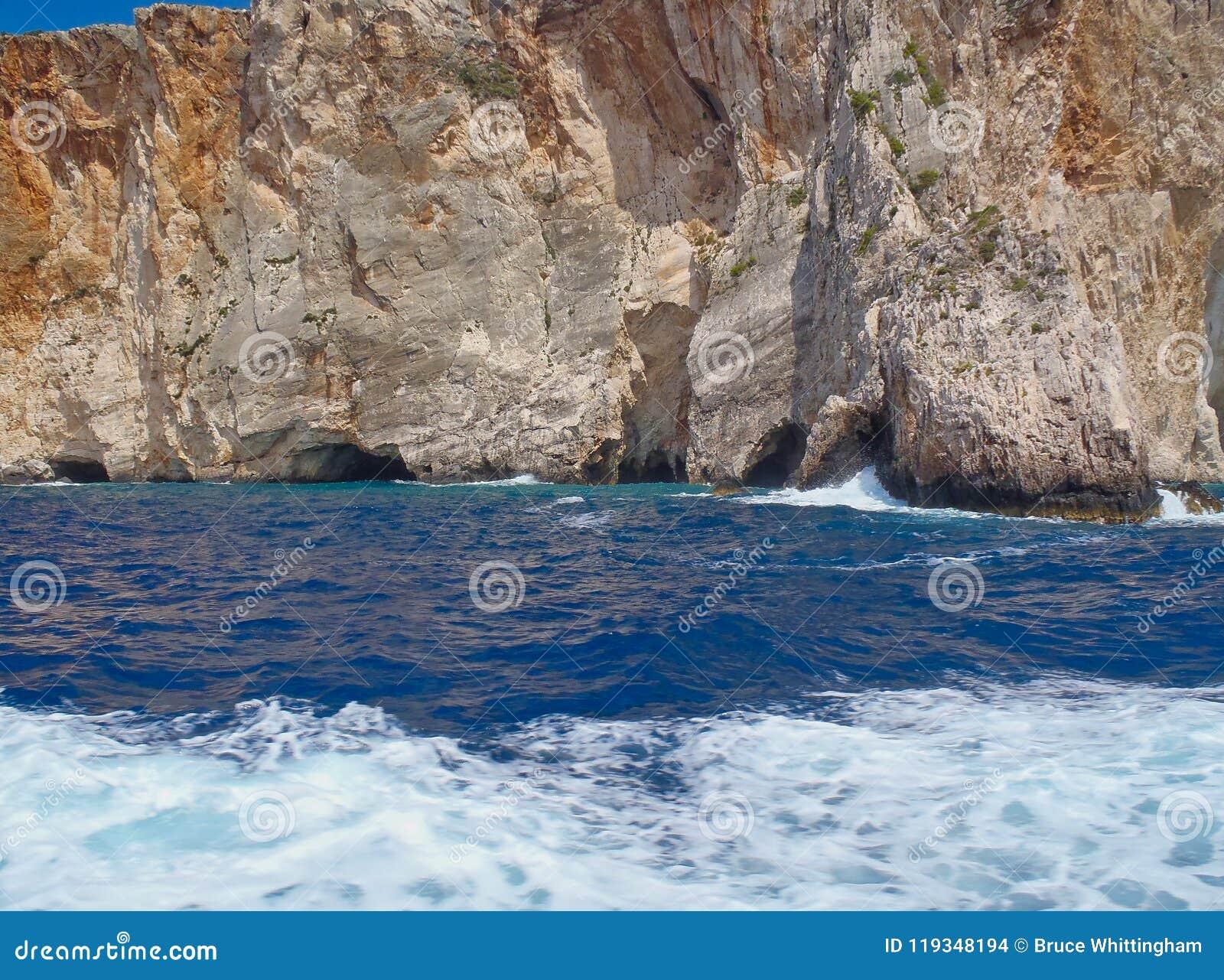 坚固性海岸线和洞,扎金索斯州希腊海岛,希腊