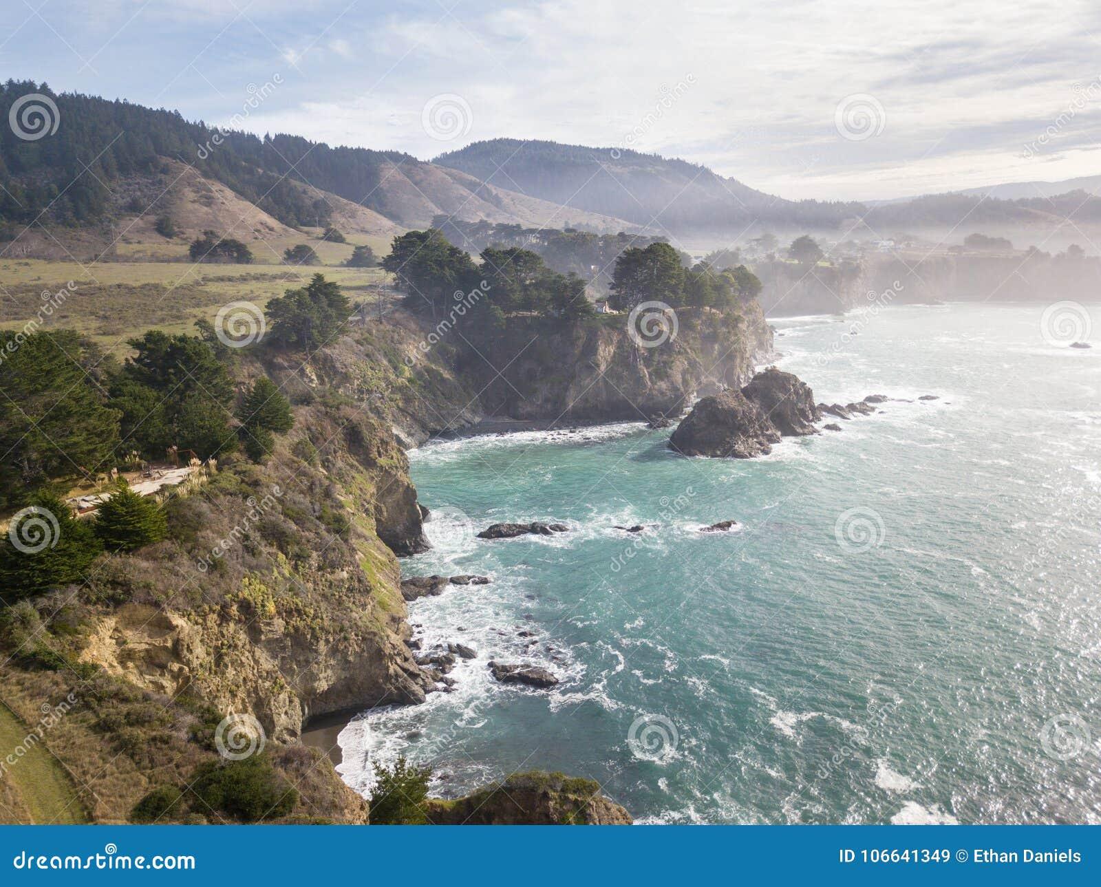 坚固性Mendocino海岸天线在北加利福尼亚